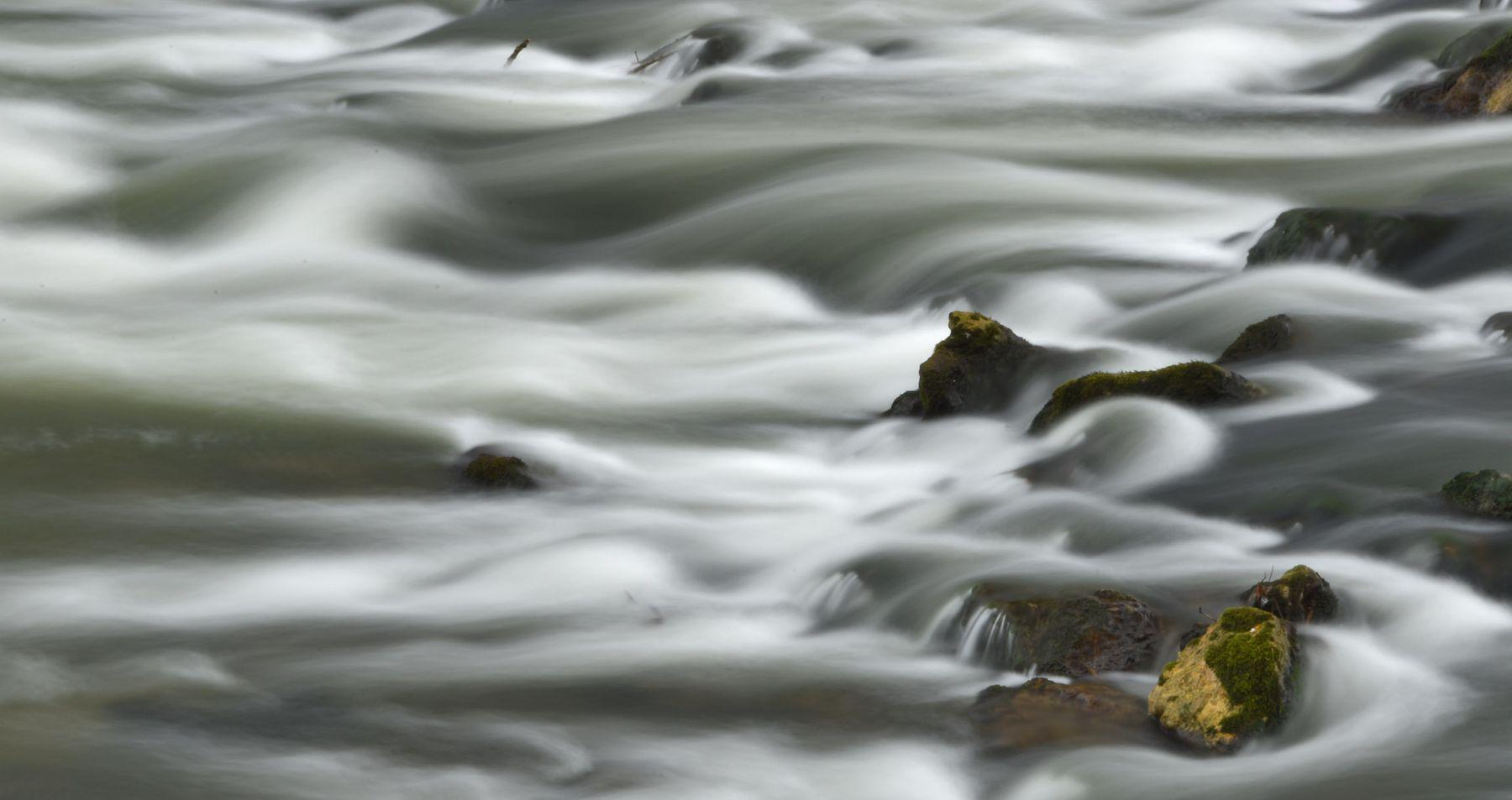 Остановленное движение_6 река поток камни