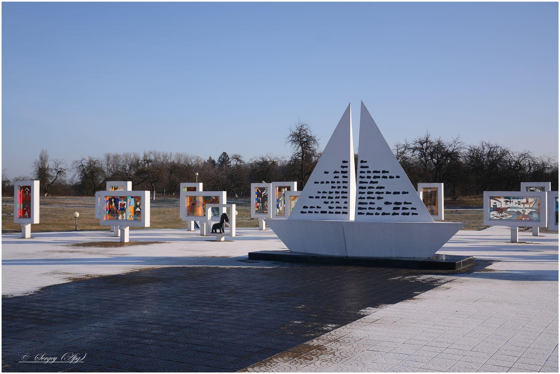 ***Мемориальный комплекс на месте концлагеря в деревне Красный Берег