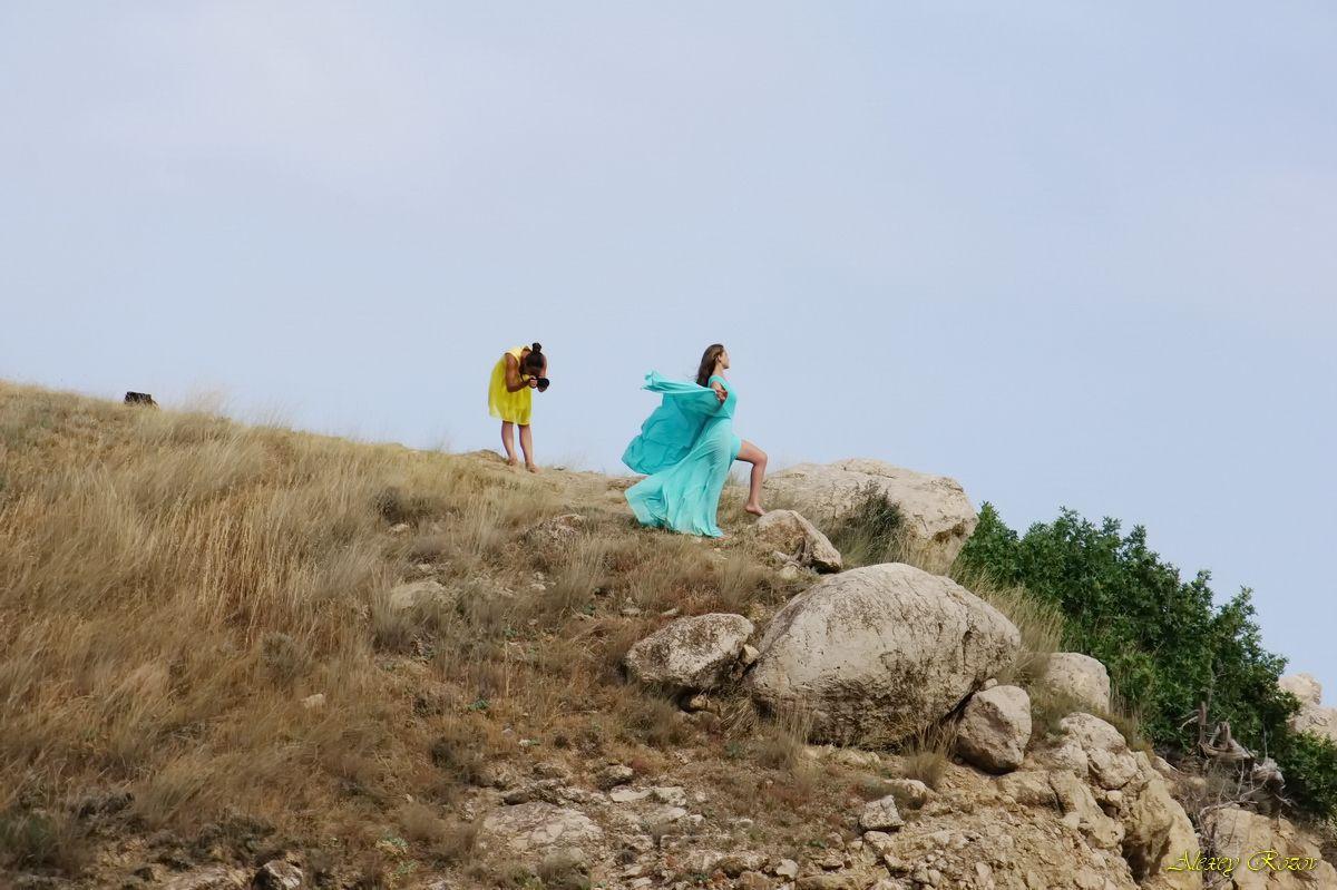 Съёмки в Крыму Крым съёмка платье горы лето камни девушки