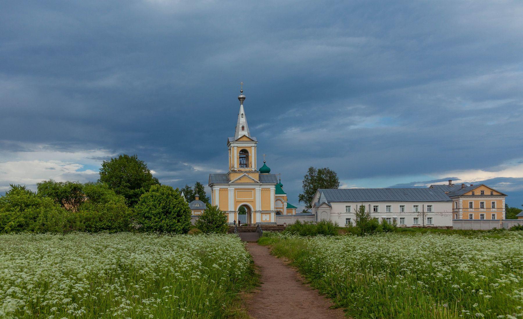 Введено-Оятский монастырь .