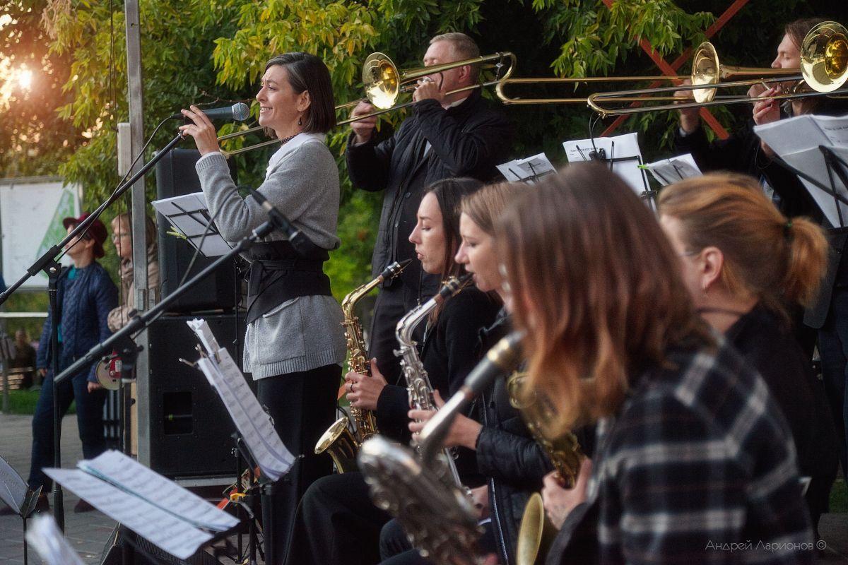 Осенний джаз джаз музыкант саксофон концерт