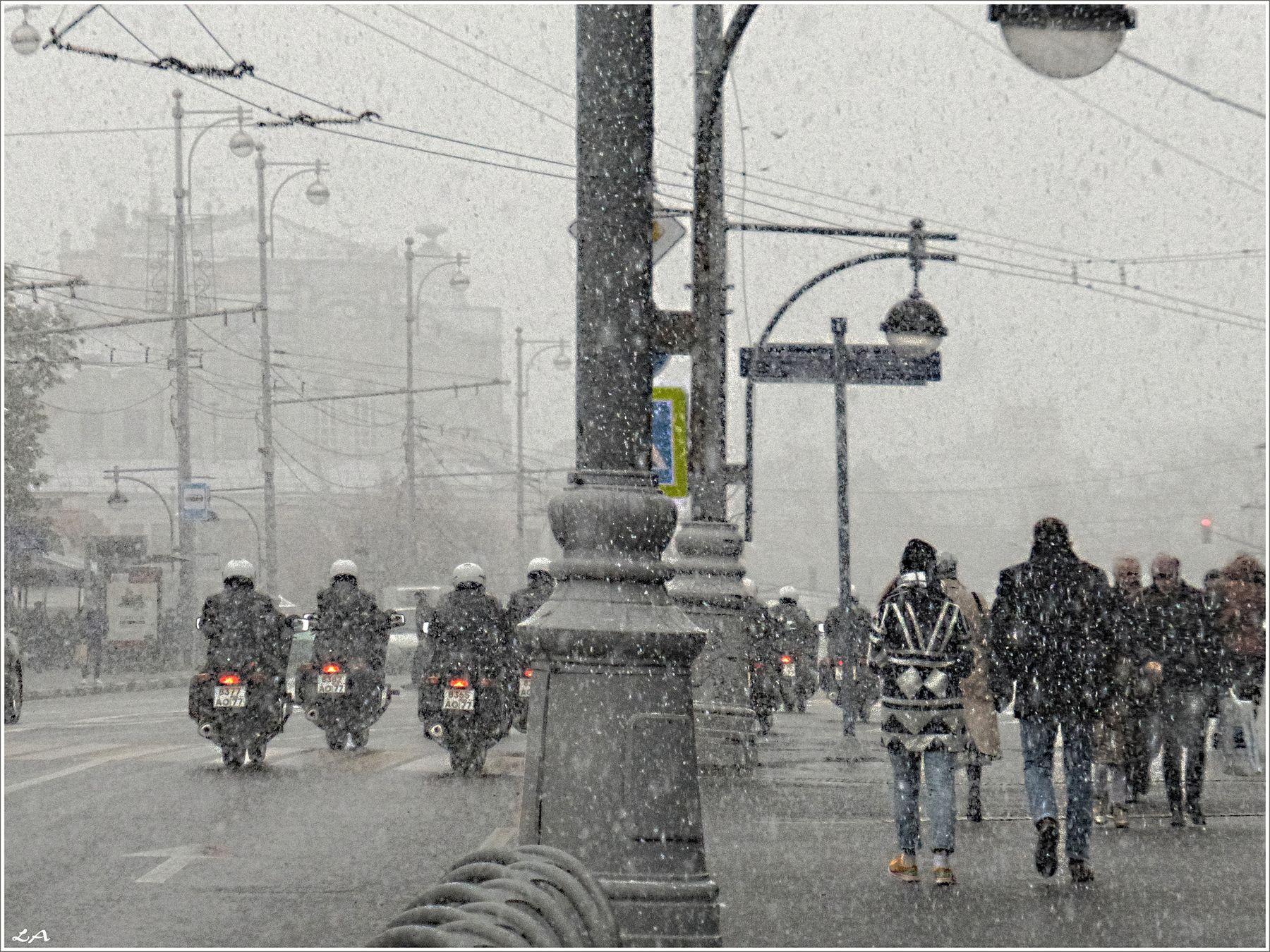 *Осенний снегопад в столице* путешествия осень снегопад Москва улица Фото.Сайт Светлана Мамакина Lihgra Adventure