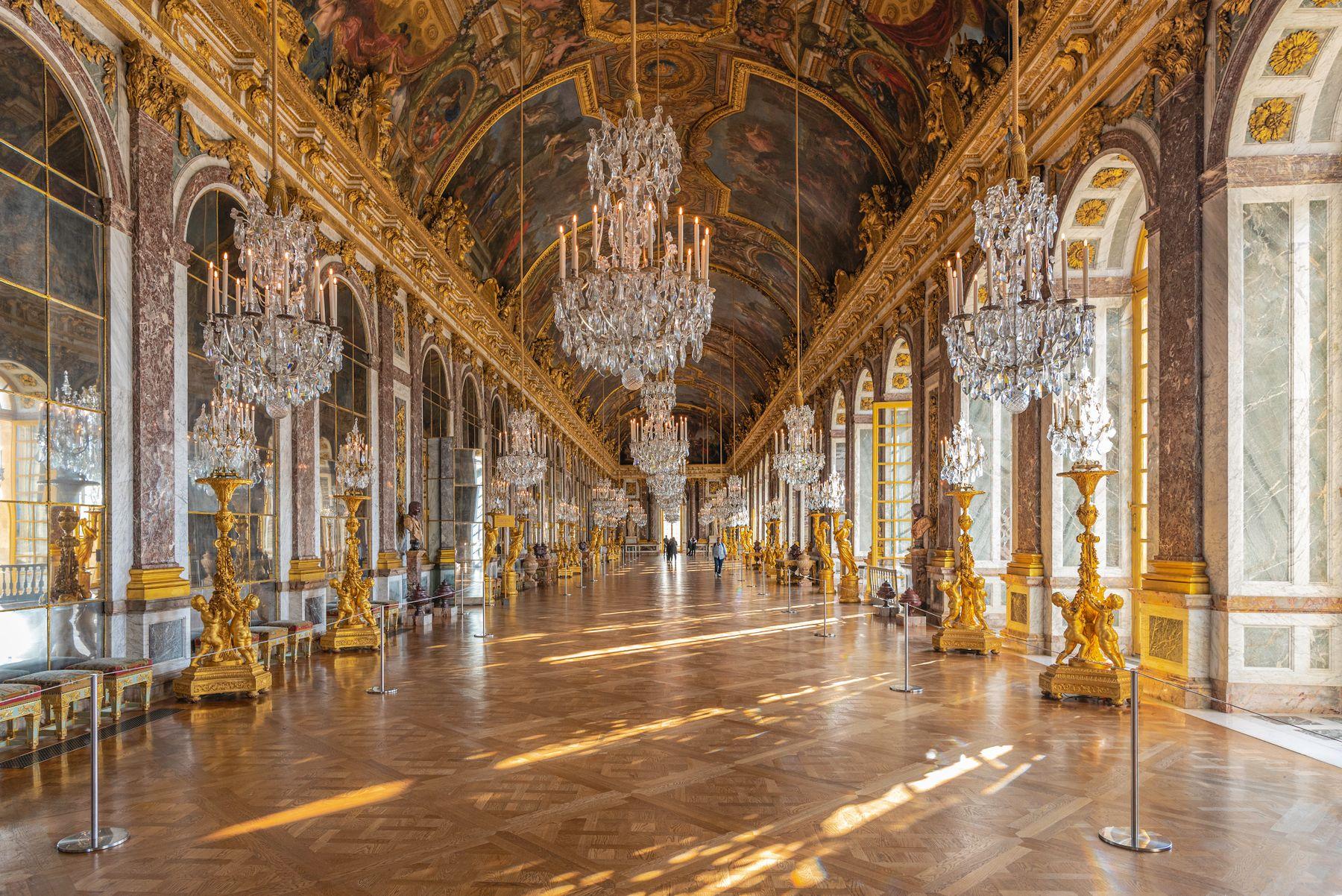 Зеркальный зал Версальского дворца Франция Версаль зеркальный зал