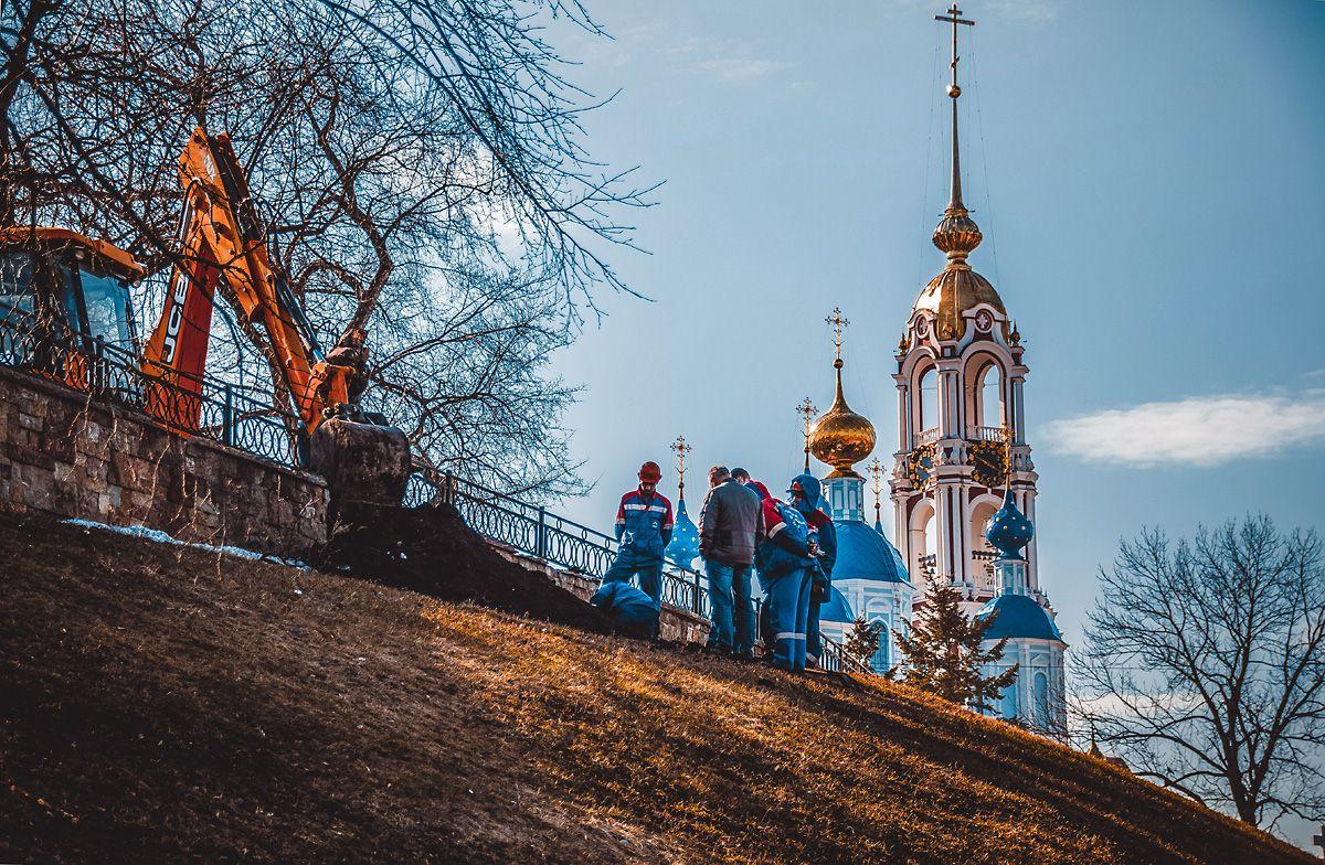 Дела земные и небесные храм небо авария рабочие