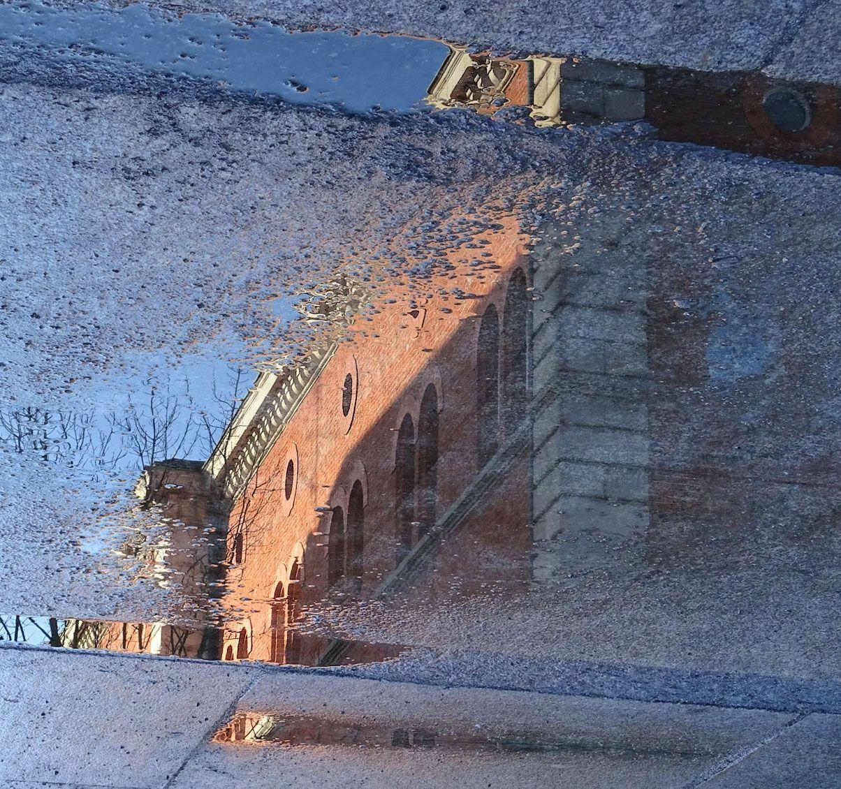 лужное Пассау Старый город отражение в луже архитектура