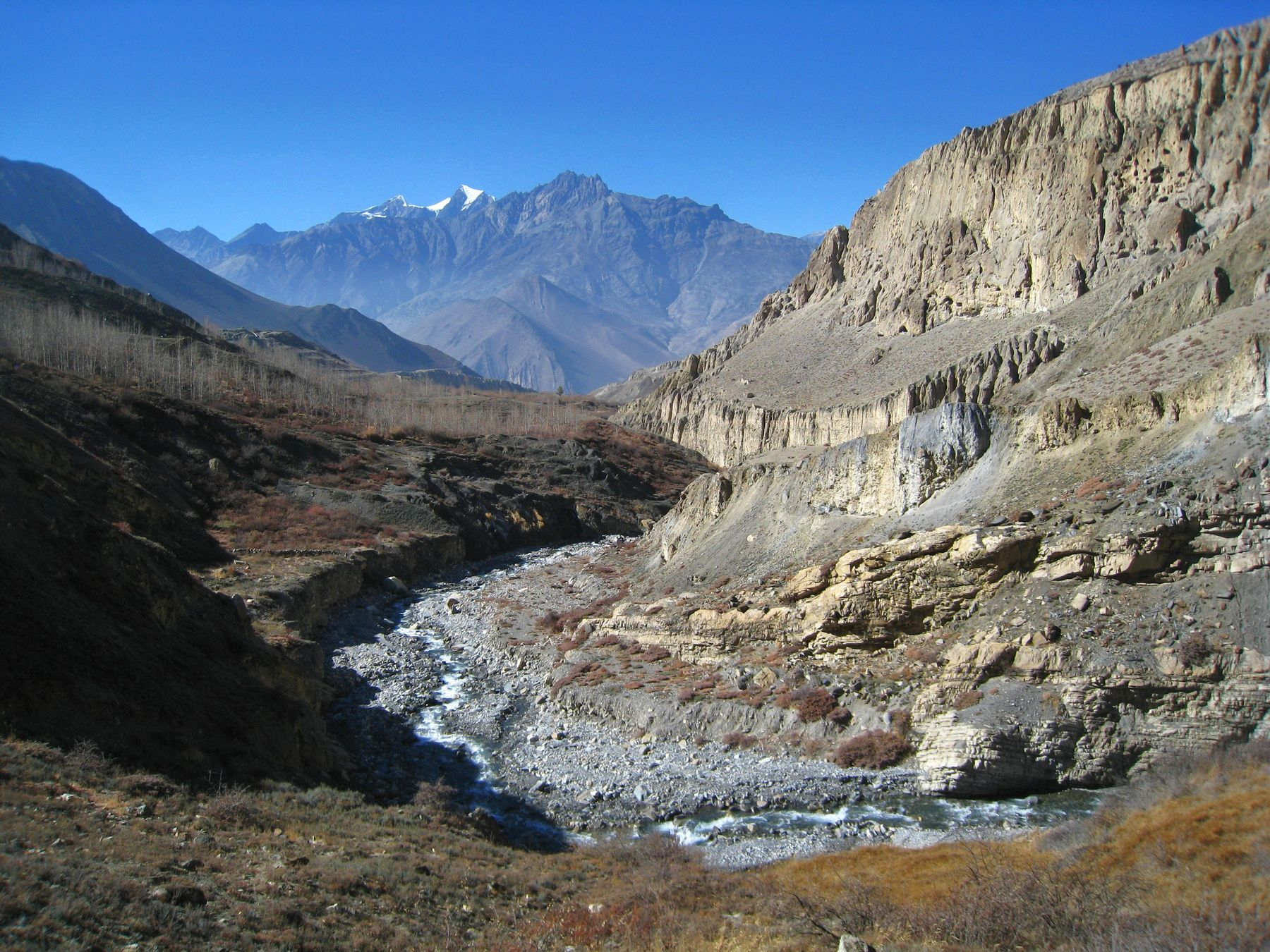 Осень в гималаях. Непал вулкан кратер горы скалы