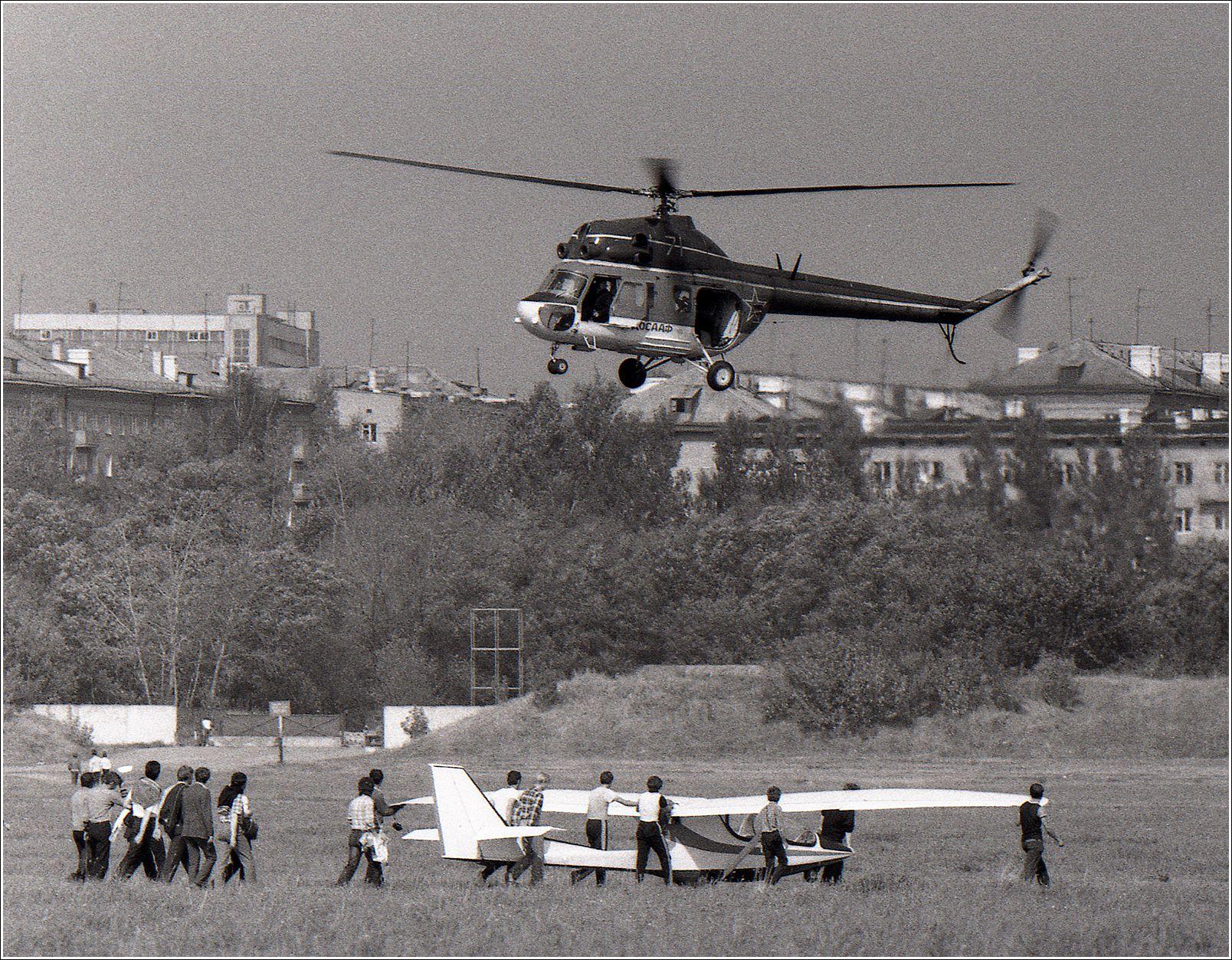 Ми-2 (1987 год) Ми-2 авиация вертолет полет Москва Тушино выставка СЛА 1987