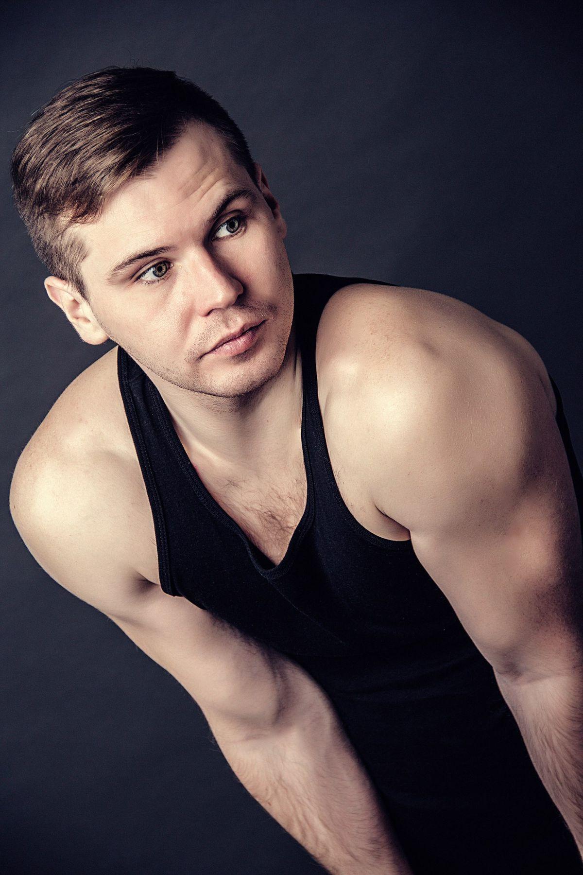 Дмитрий портрет студия