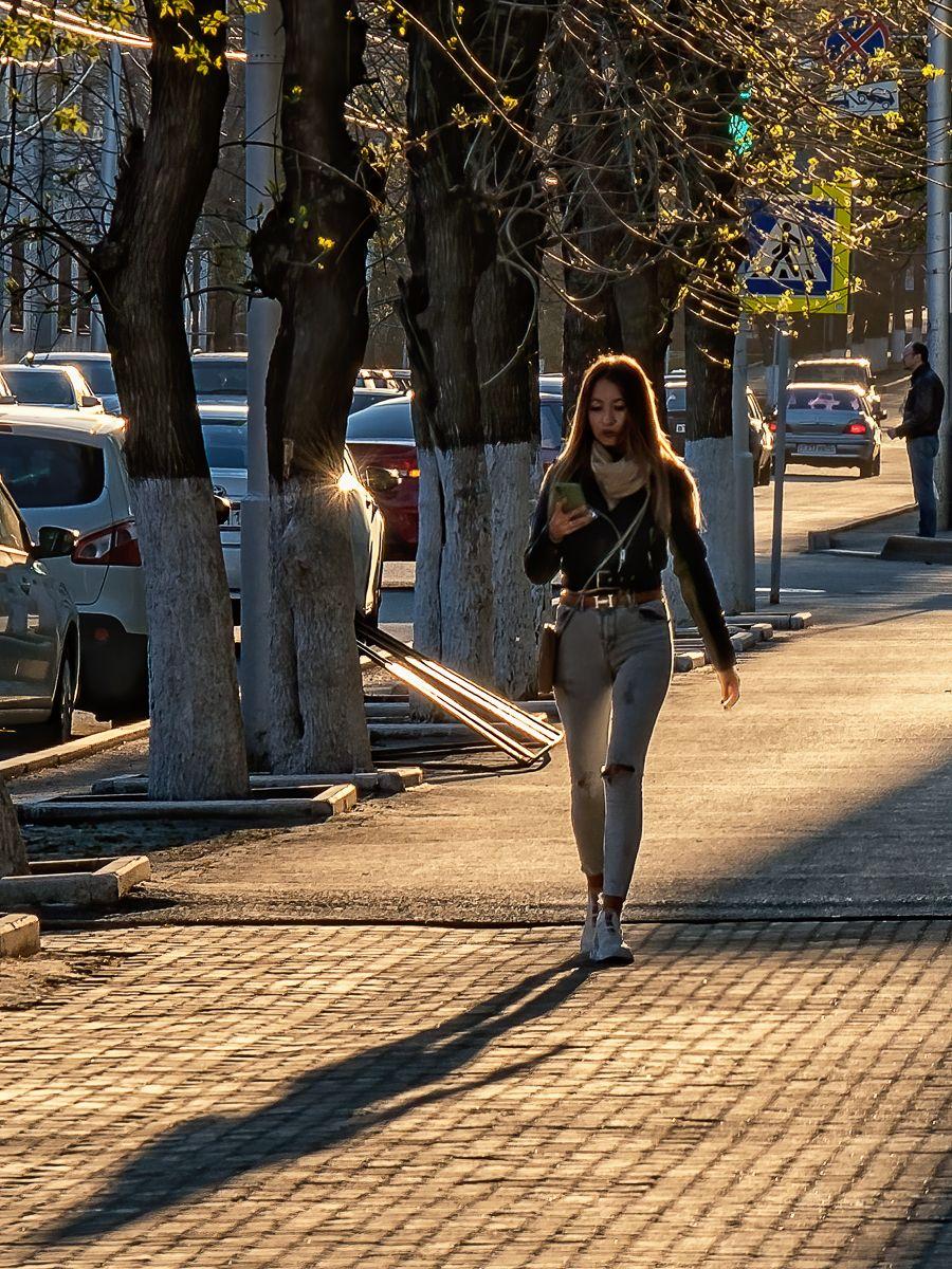 Девушка и тень улица девушка закат