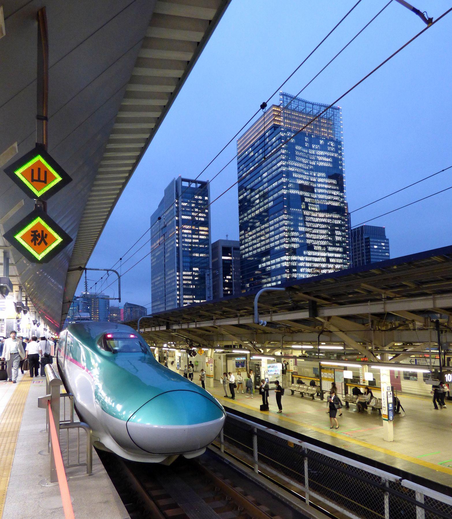 Вечереет... вечер поезд дом перрон небоскребы вокзал