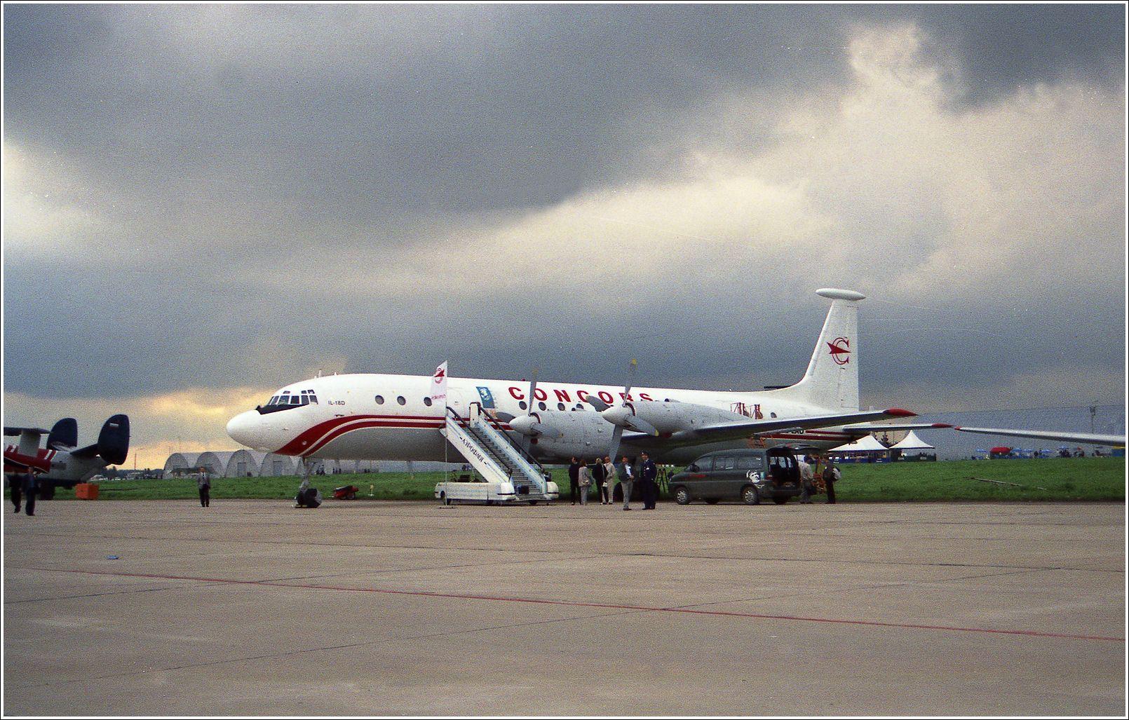Ил-18Д Ил-18Д авиация самолет стоянка Жуковский 1999