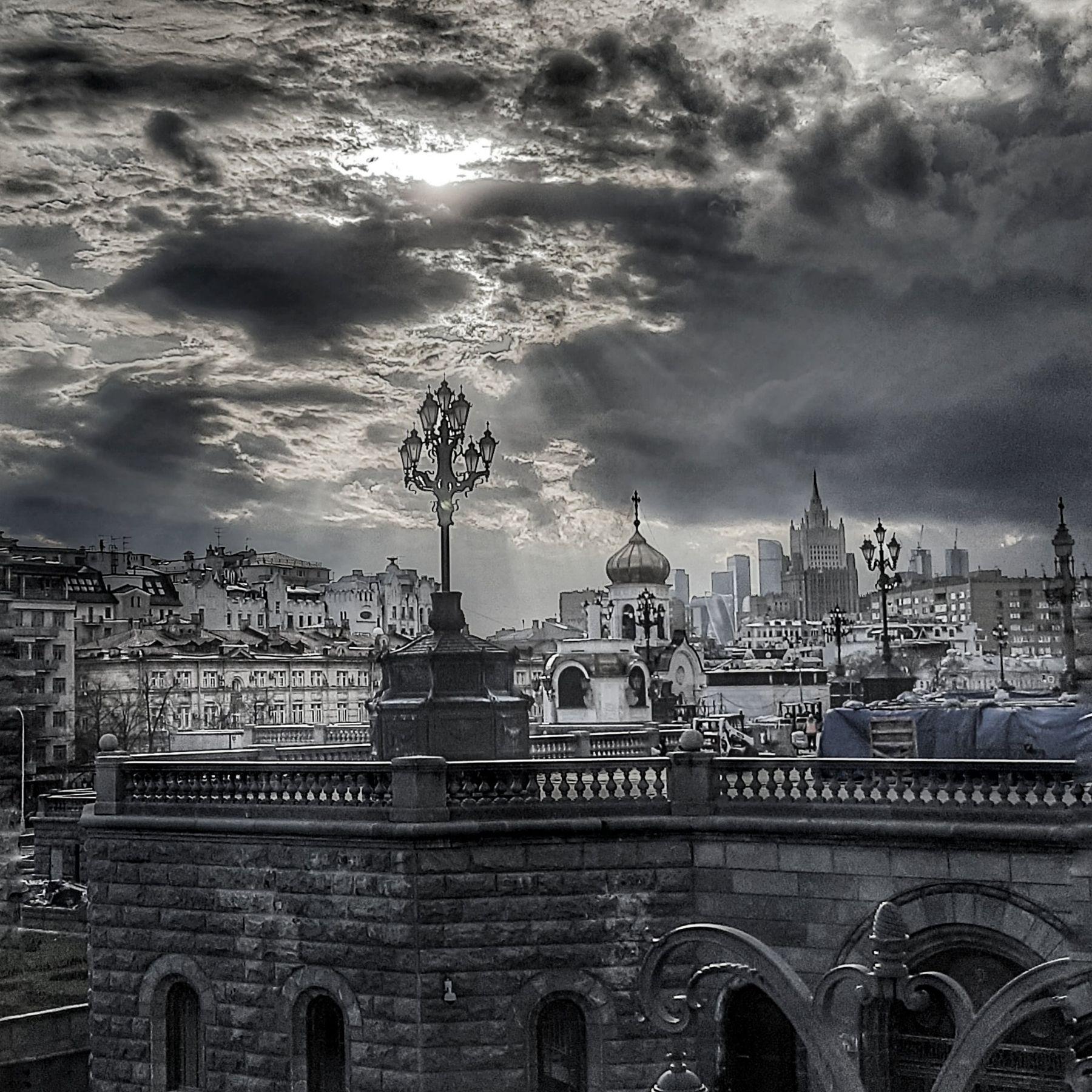 В чёрно-белом. город архитектура