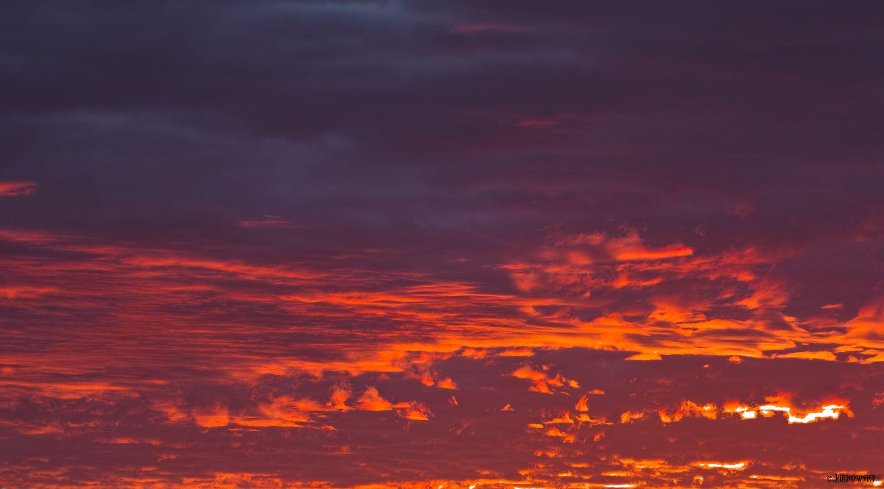Омск. Вырвиглазный розсведЪ  25.06.21 рассвет омск балкон тектстура небо огенное оранжевое sigma foveon 120-300mm f2.8