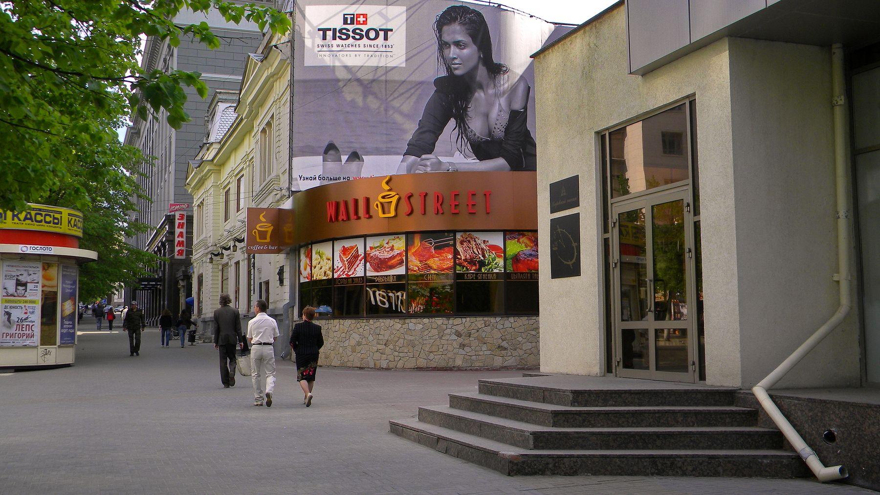 Еще не вечер... город вечер улица кафе кинотеатр люди