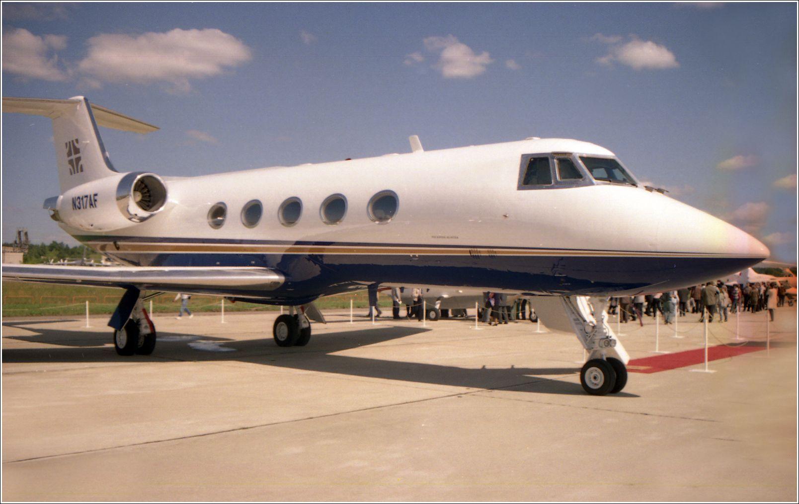 Бизнес-Джет (1998 год) Бизнес-Джет самолент авиация стоянка Жуковский 1998