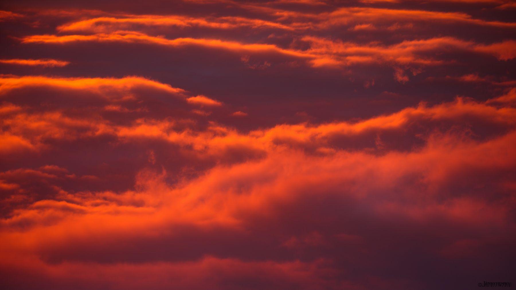 Полет  над  небесным океаном небо сверху вниз мысль оранжевый рассвет