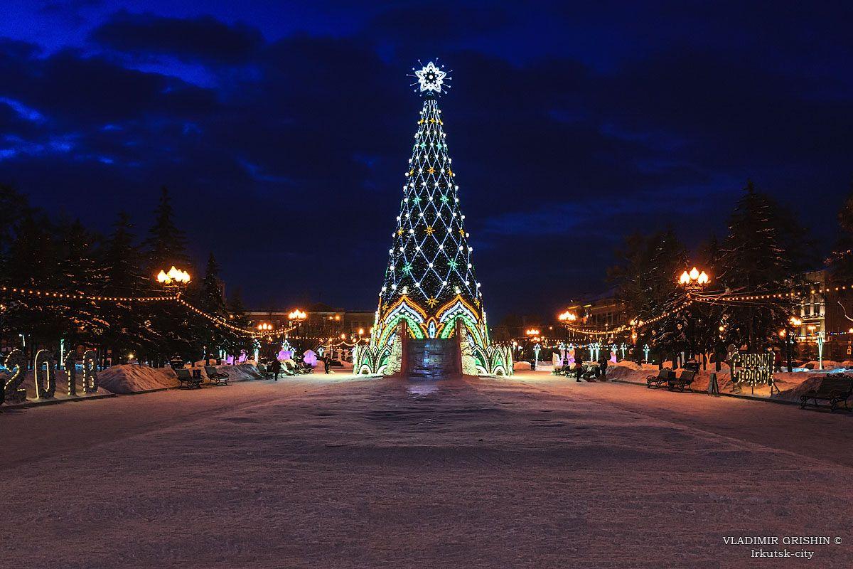 *** ёлка на сквере Кирова в Иркутске вечерний Иркутск