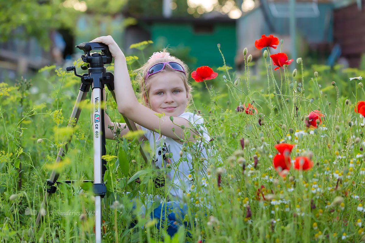 Девочка и маки детский портрет девочка лето