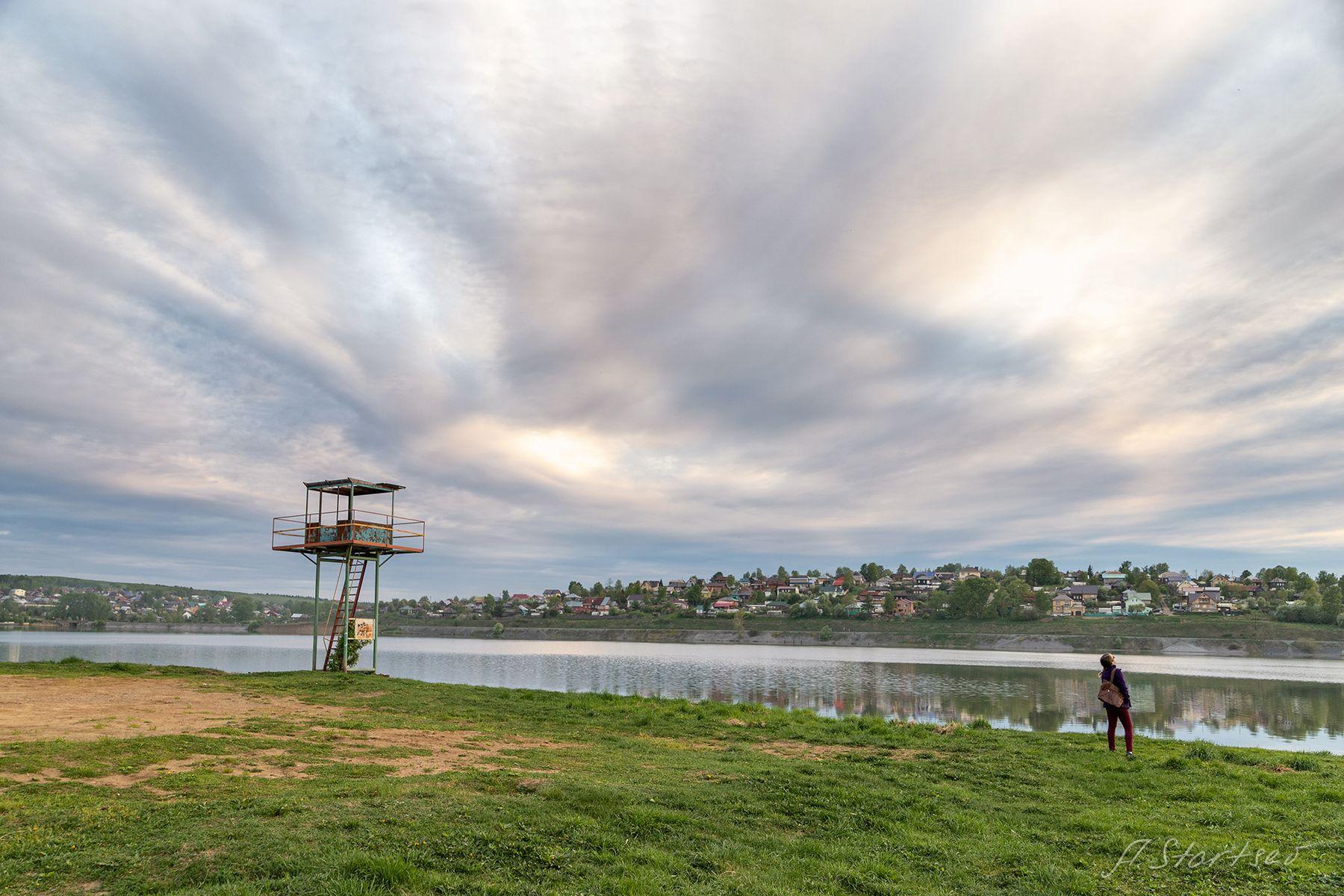 Берег пруда весна озеро пруд вода отражение Пермский_край пейзаж природа небо облака Лысьва вечер
