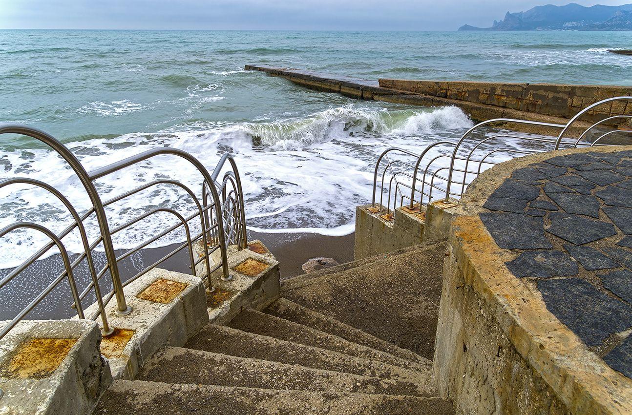 Крым. Апрель. Лестница в море (1)