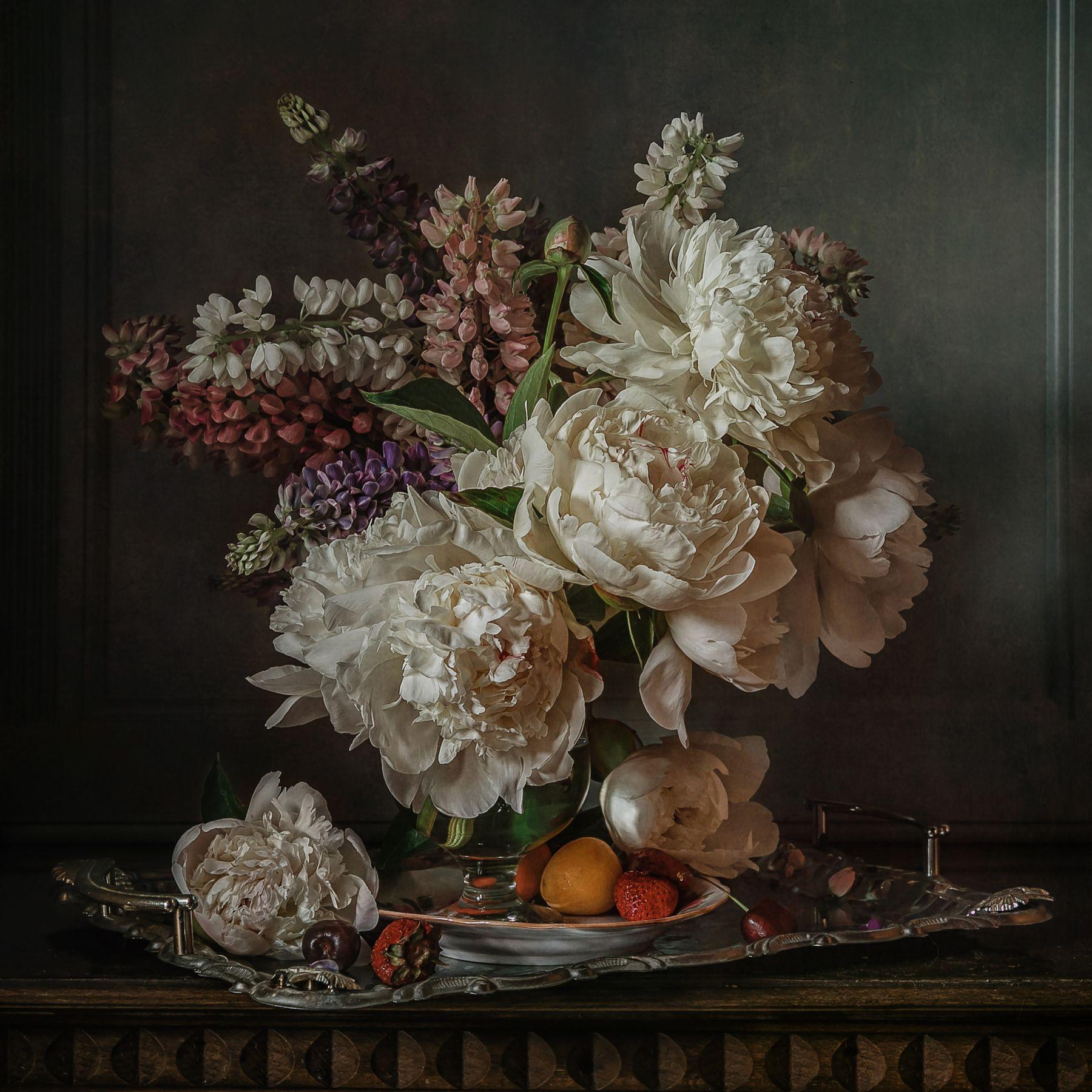 Пионы и люпины натюрморт цветы пионы люпины