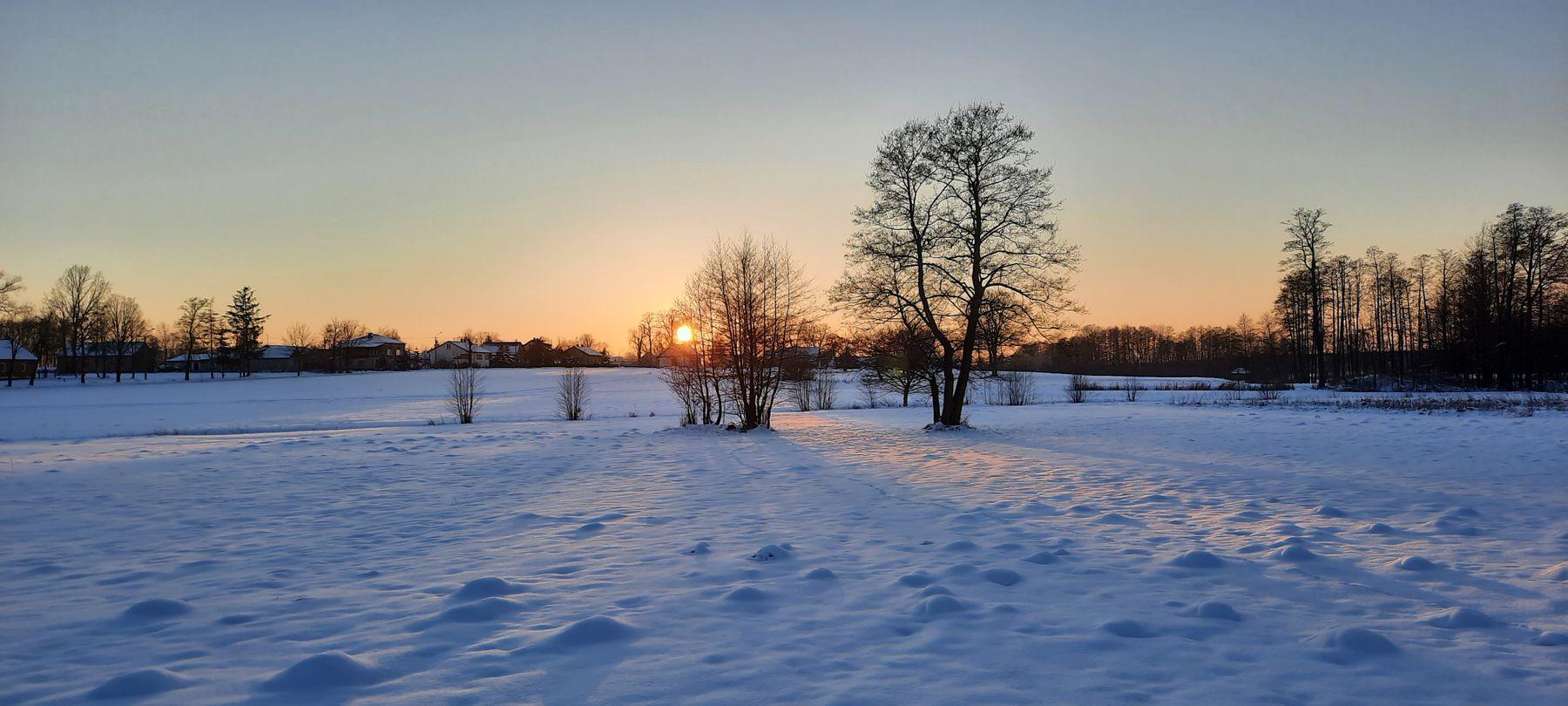 Перед закатом зима снег