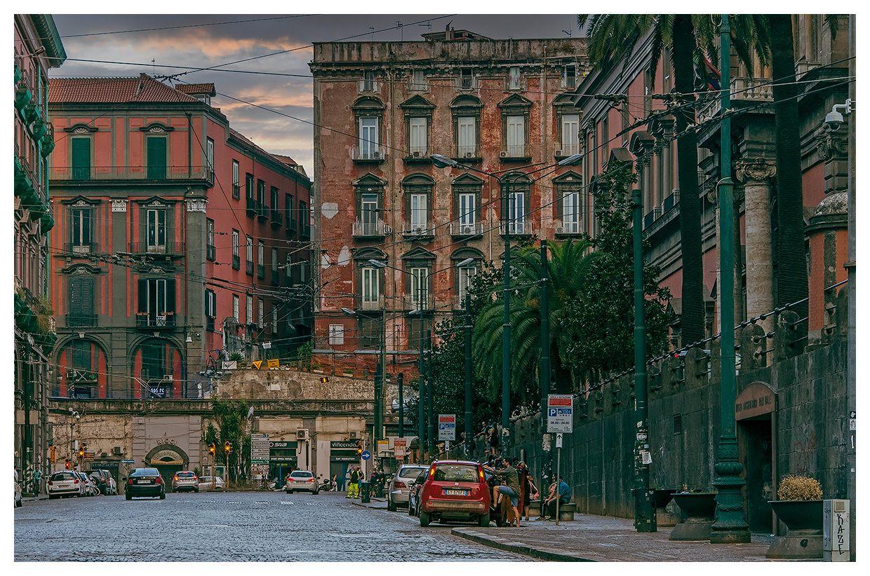 Неаполь облезлый Неаполь