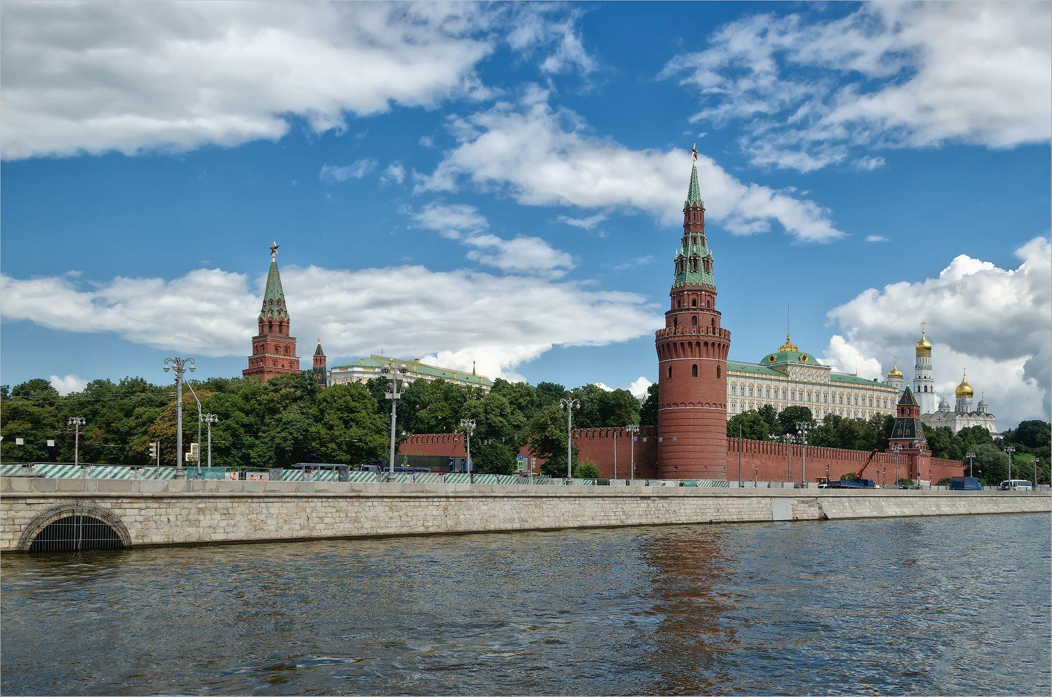 Московский Кремль. Водовозная башня город Москва архитектура Кремль Водовозная башня лето река