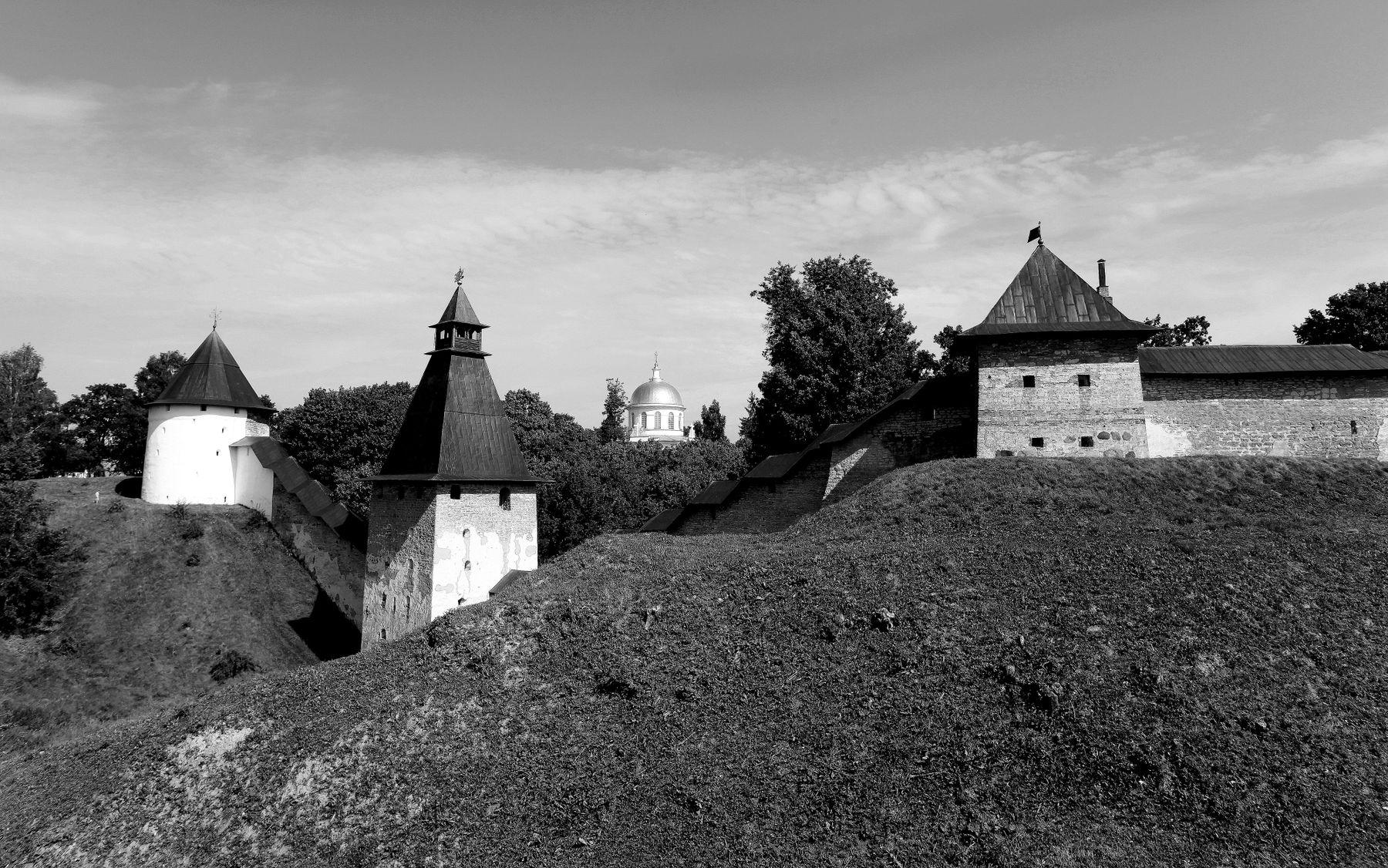 Псково-Печерский монастырь Псково-Печерский монастырь Михайловский собор башни крепость