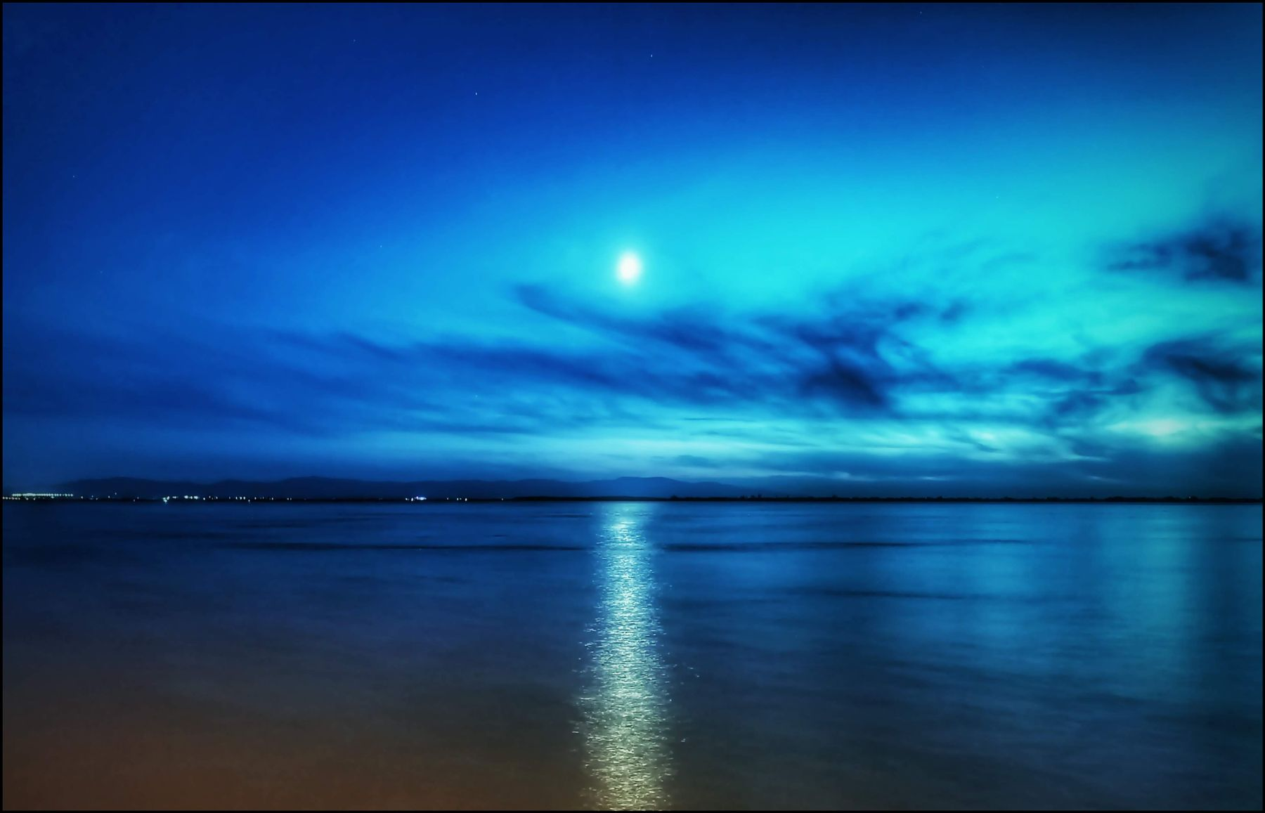 Луна над Амуром ДВ хабкрай khv bkn sktkachenko DV nature amazing blue природа красотища голубой нашкрай nashkray27 amur амур