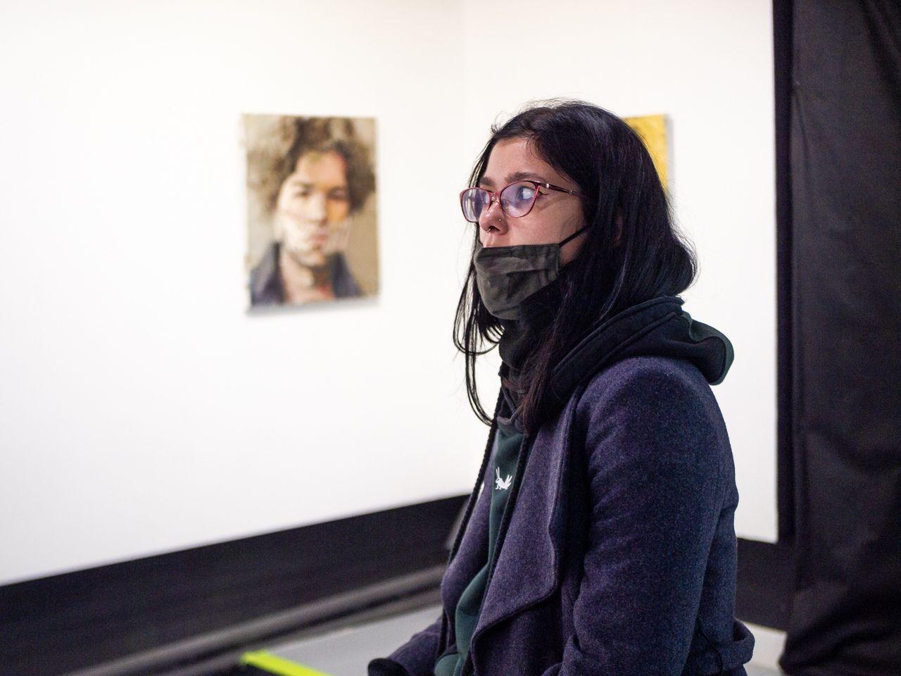 На выставке Евгении Шадриной-Шестаковой репортаж выставка галерея портреты девушка