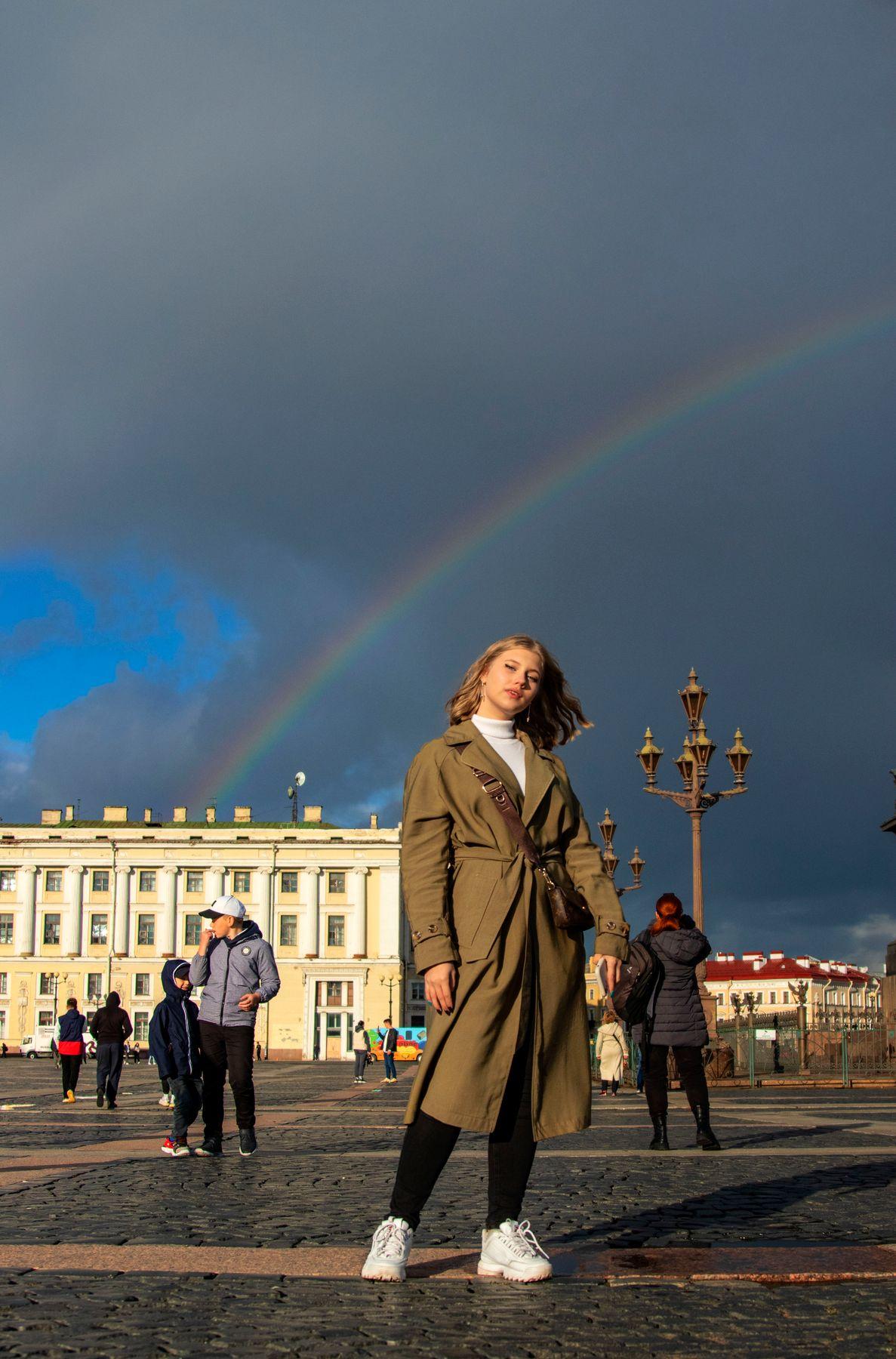 На Дворцовой площади 2 радуга девушка
