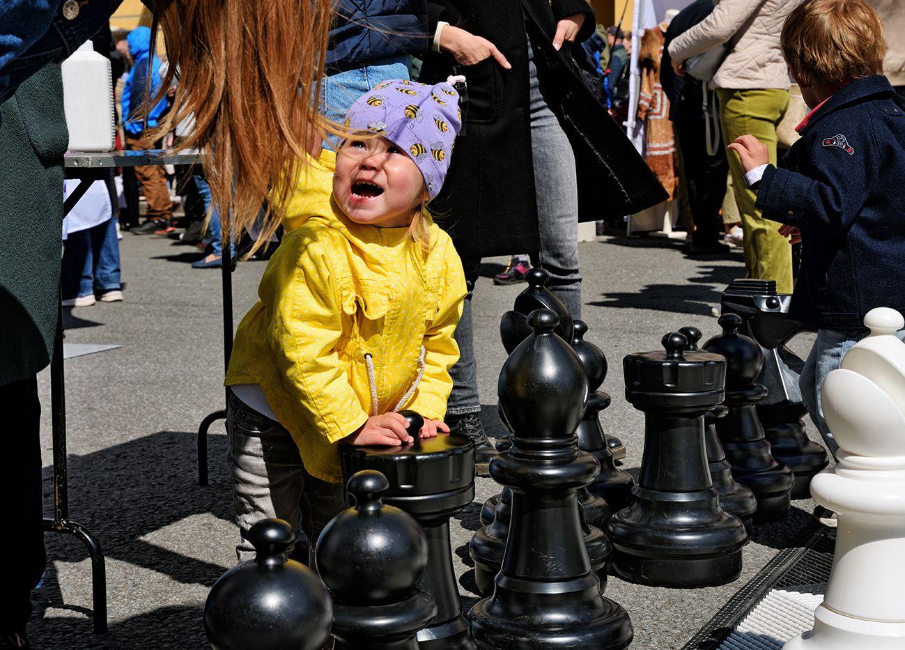 Кто прав? ребенок эмоции спор шахматы игра