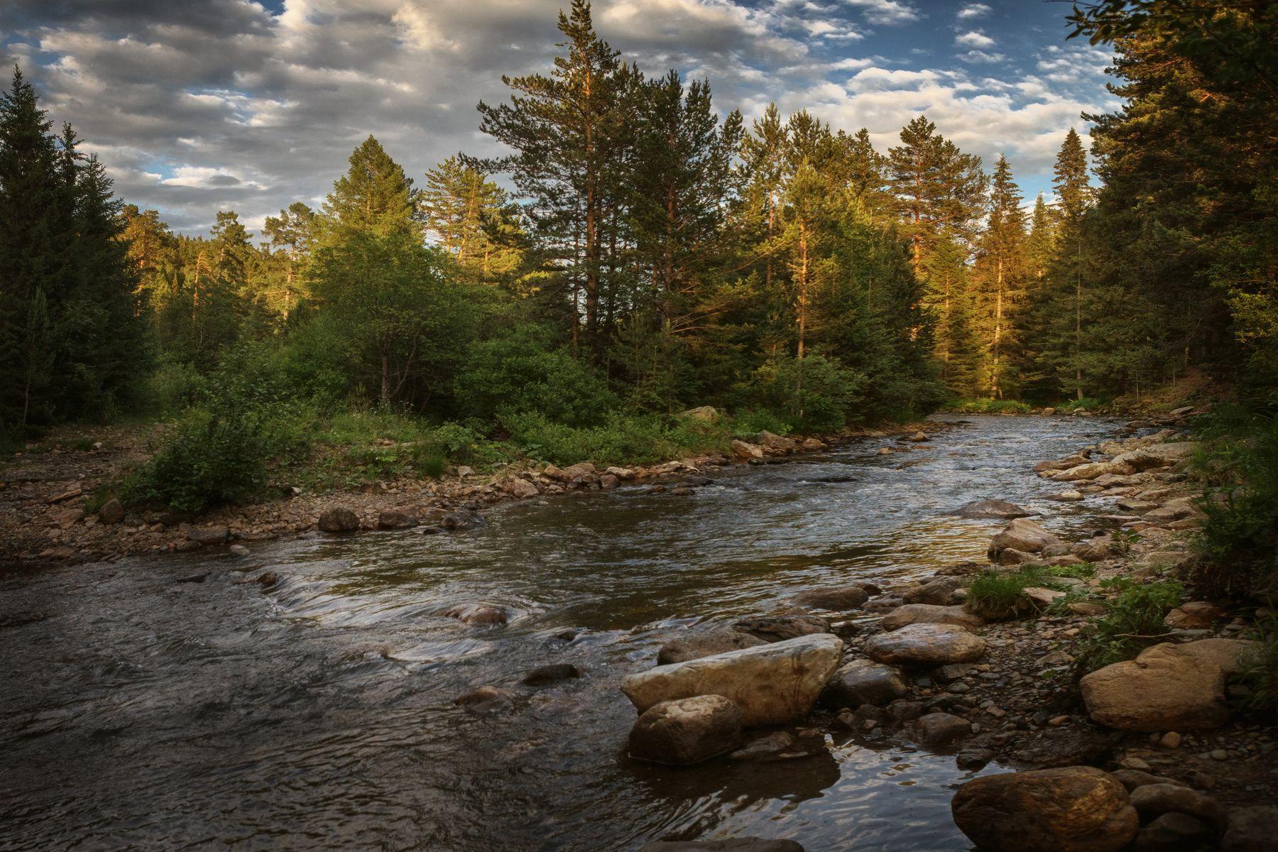 Быстрые воды реки Тюлюк озеро горы лес природа закат рассвет красота приключения путешествие