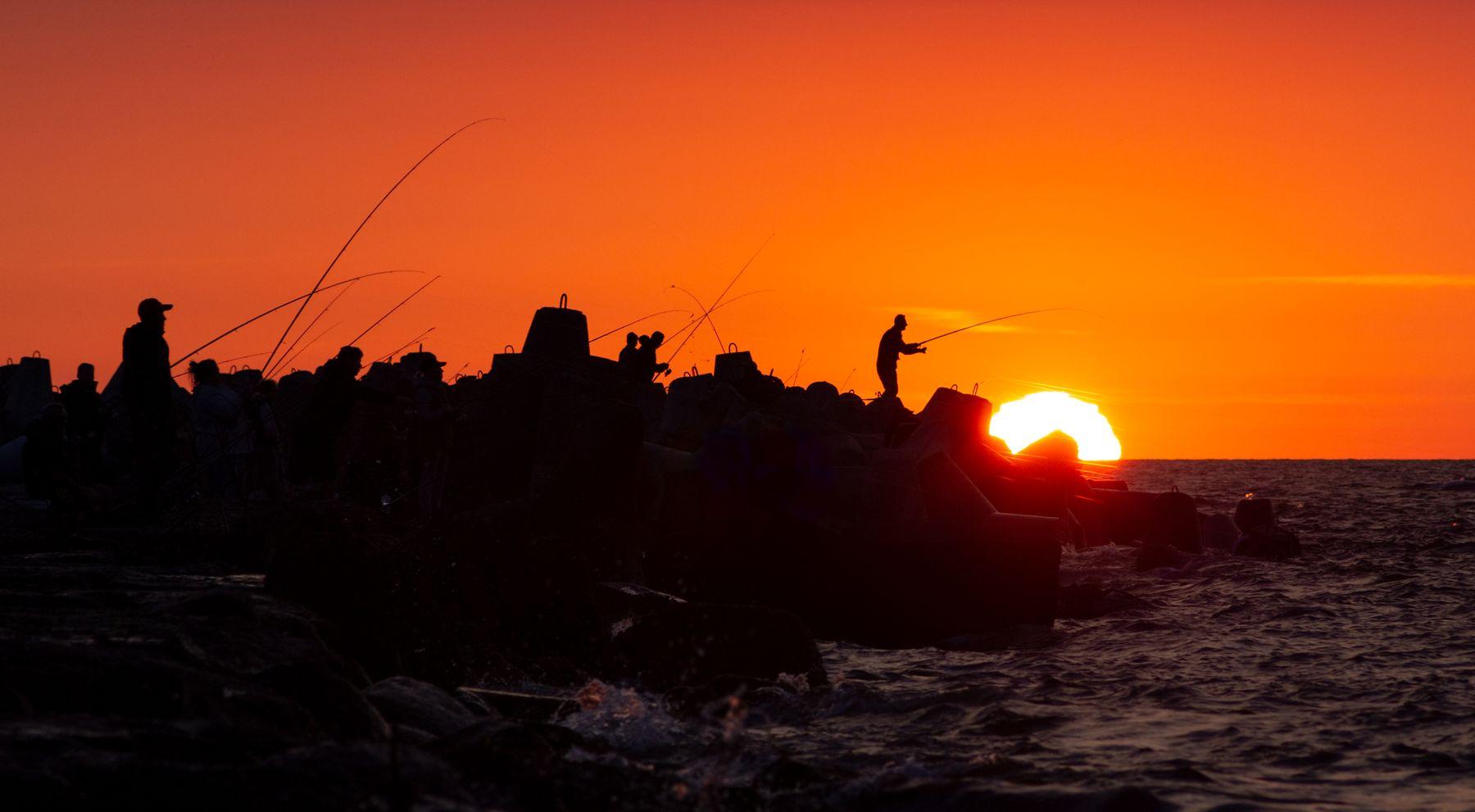 Ловцы рыбаки балтийск рыбалка море закат