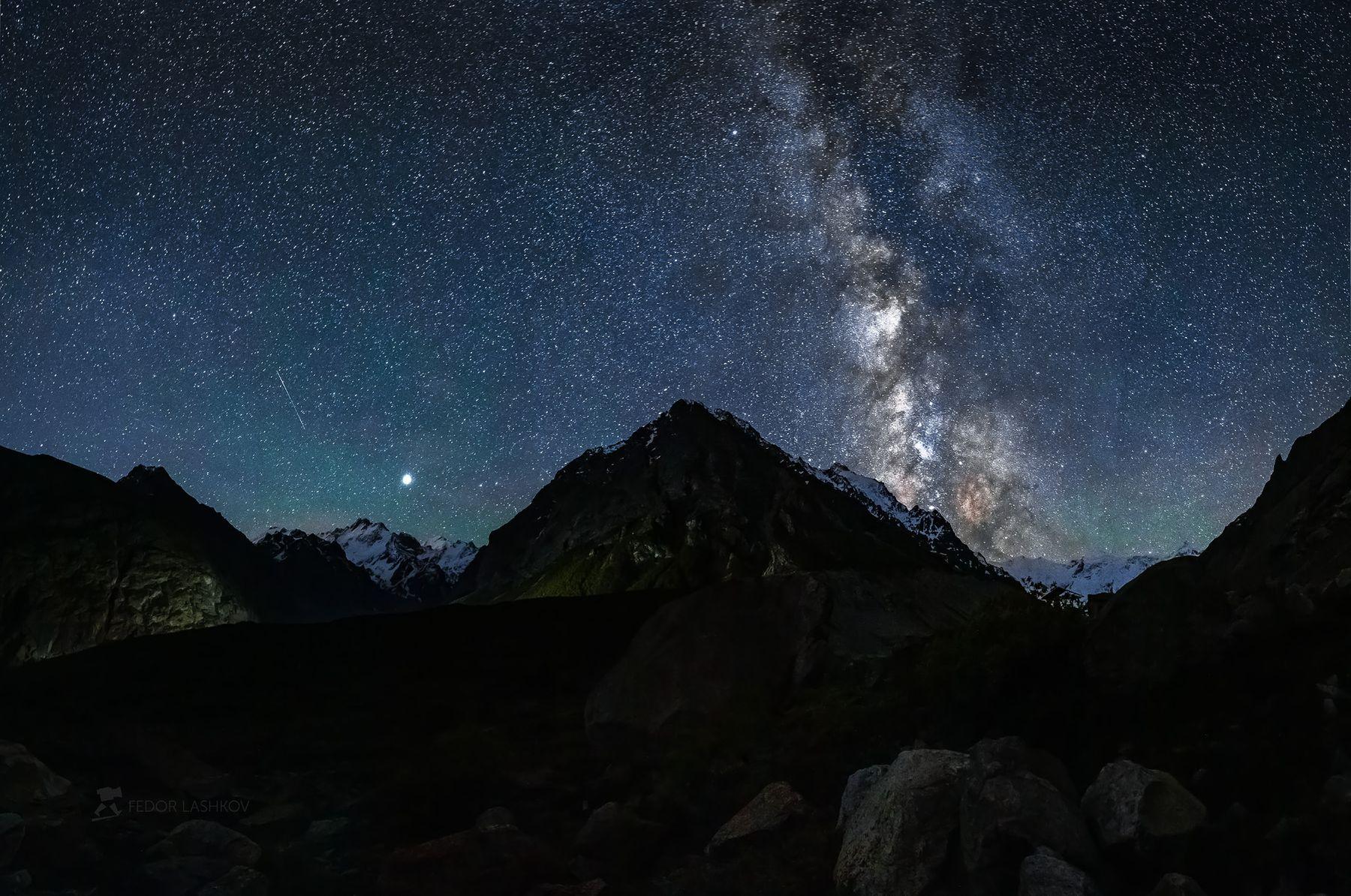 Звёздная ночь в горах Северный Кавказ горы гора вершина путешествие туризм хребет Безенгийская стена Кабардино-Балкарский высокогорный заповедник лето Безенги ночь звёзды звёздное ночное река речное Млечный Путь