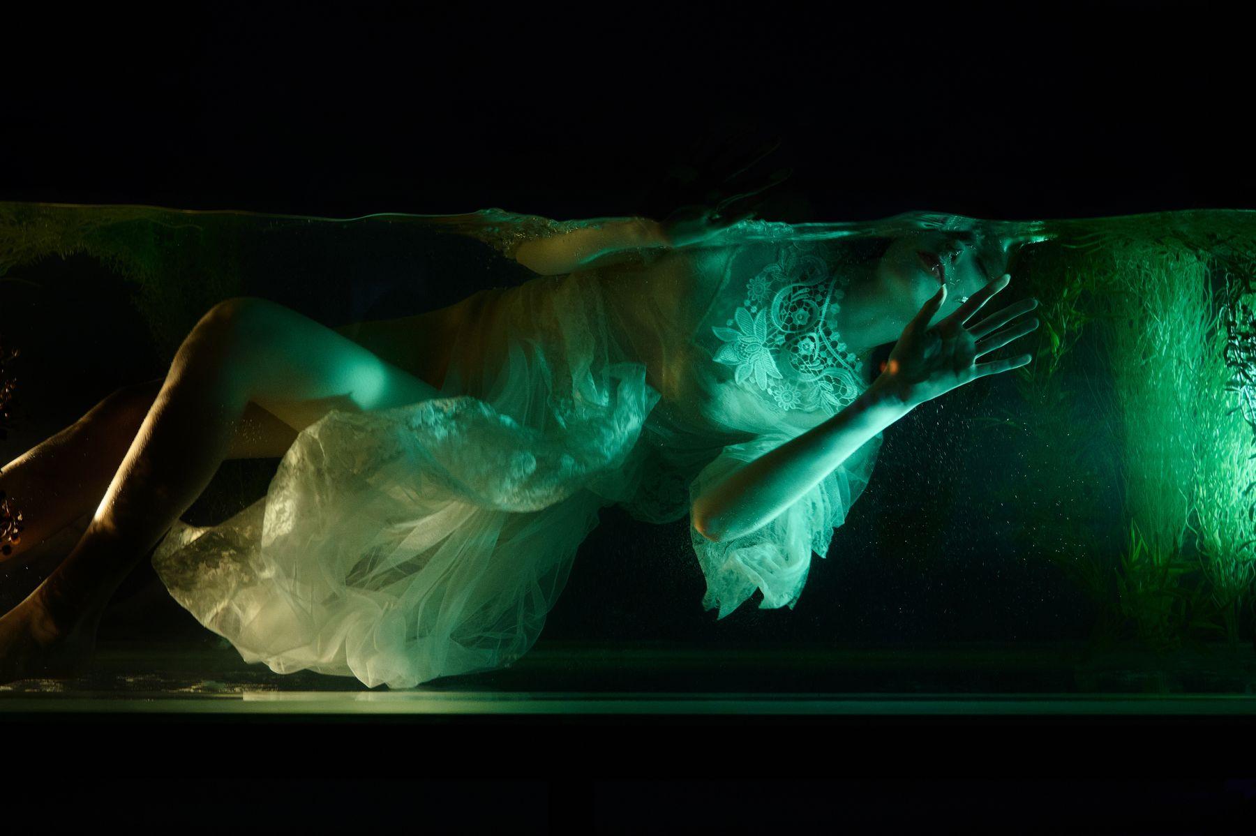 Amphitrite вода подводой девушка платье fashion порьтрет nikon z6ii dedolight underwater модель
