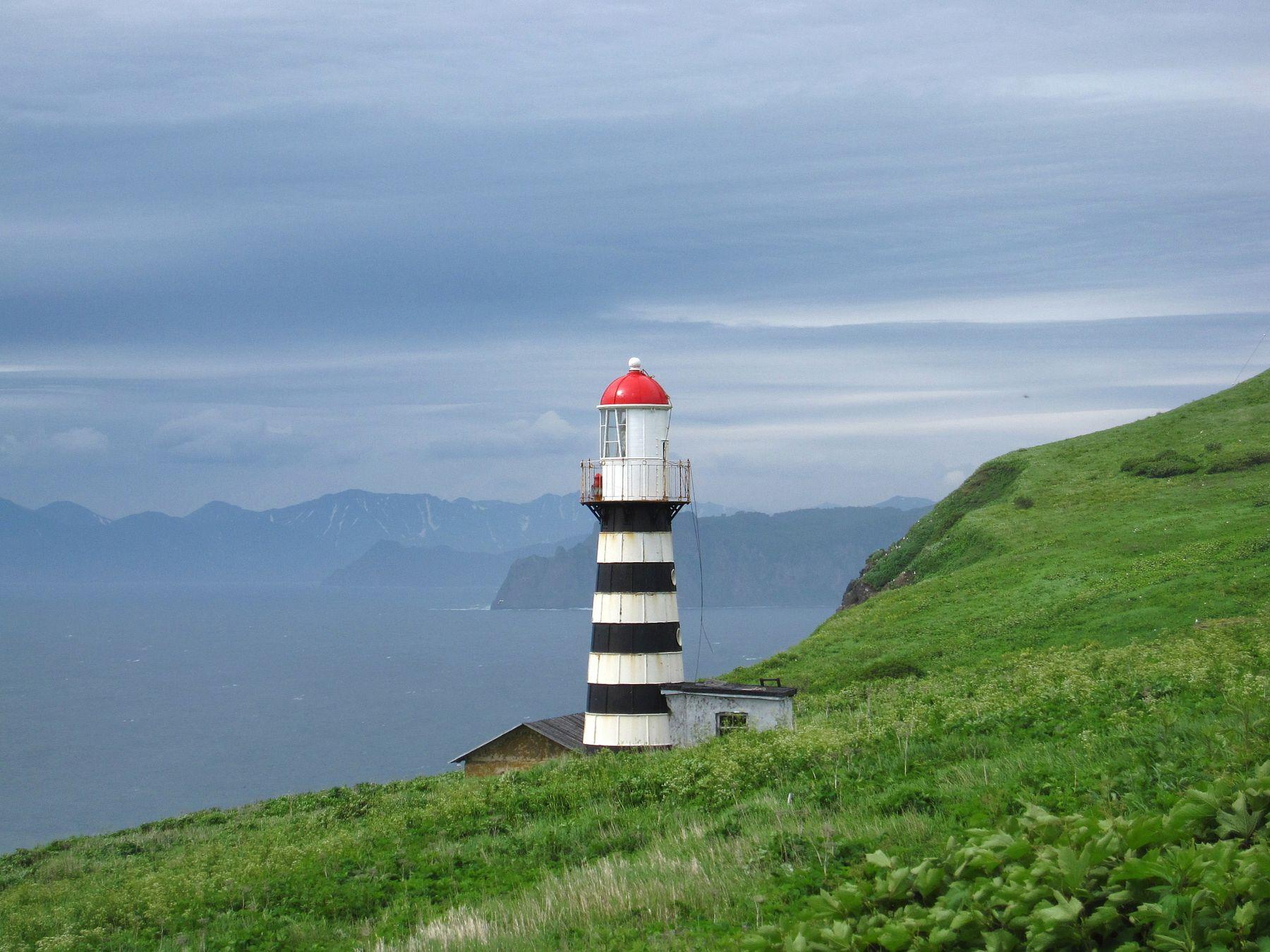 Петропавловский маяк на мысе Маячном, Камчатка. Камчатка озеро природа скалы
