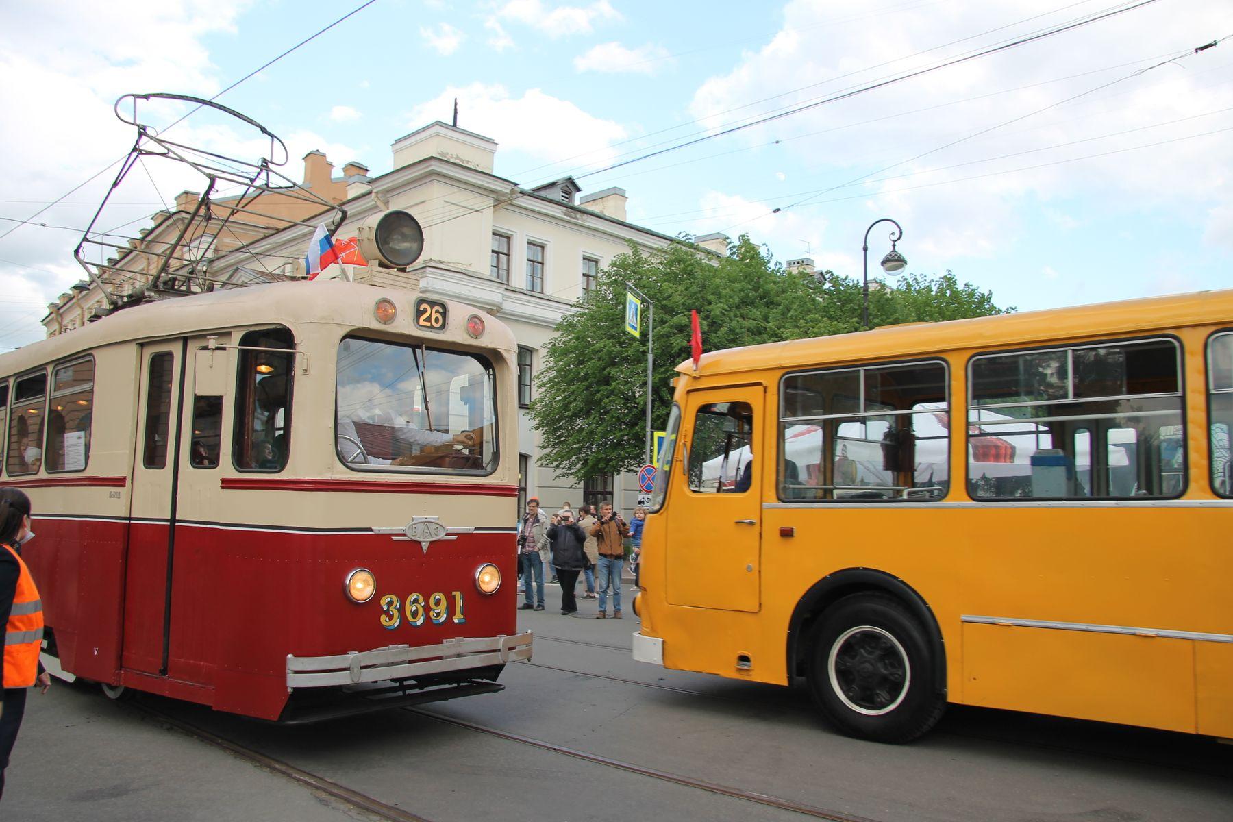 встреча автобус трамвай ЛМ-49 ЛиАЗ-677М Санкт-Петербкрг Петербург