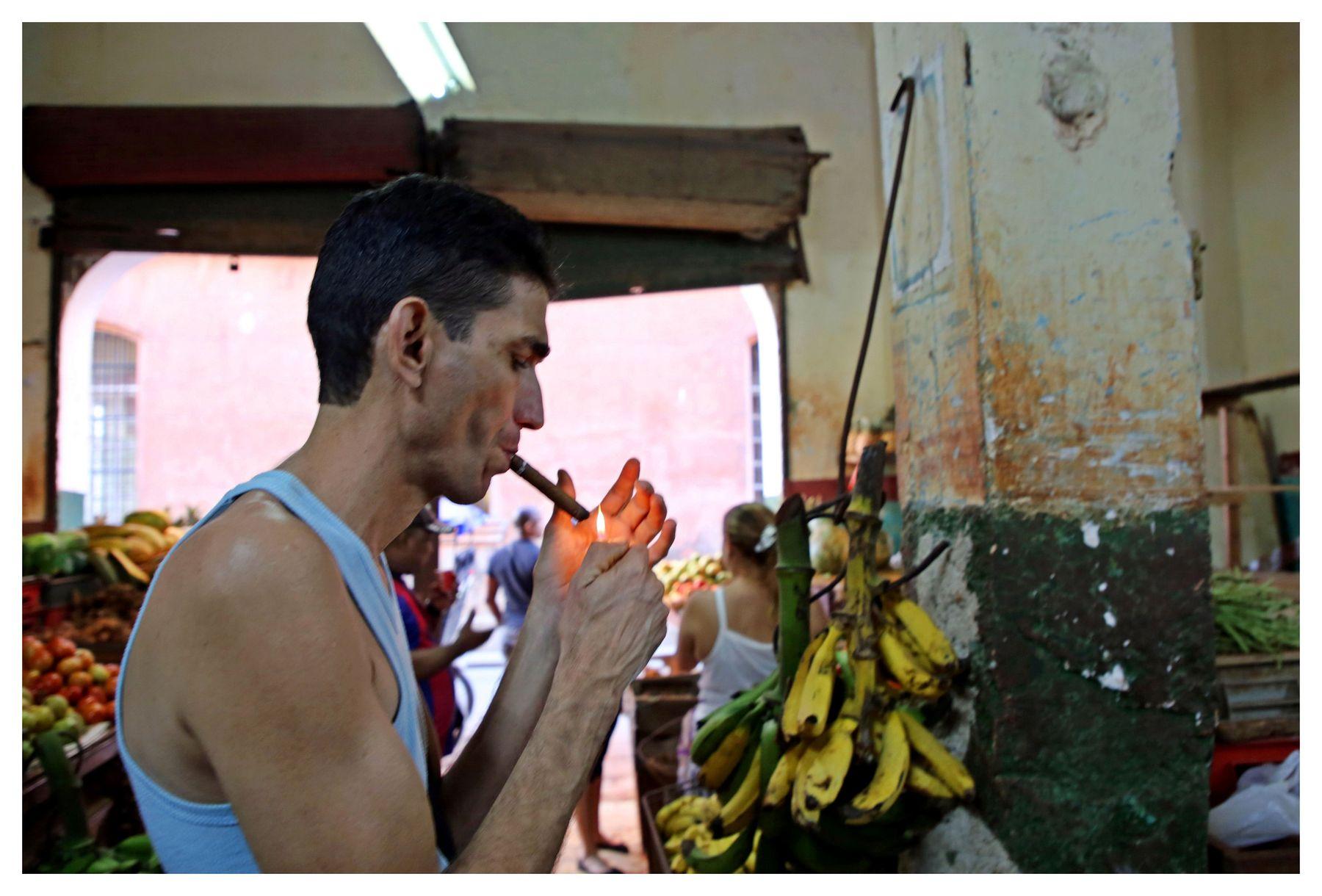 en el mercado cuba la habana vieja libre isla bonita cigarros cubanos