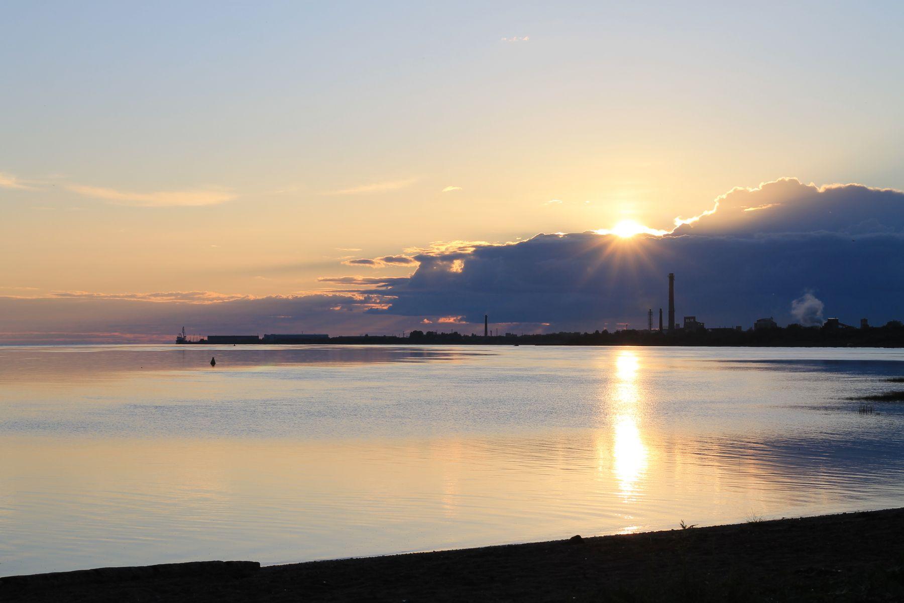 Закат над морем. Провинция