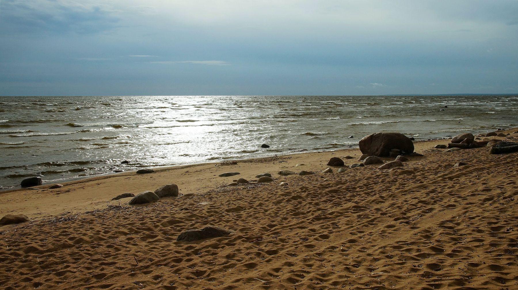 Прогулка по берегу залива Осень море пляж