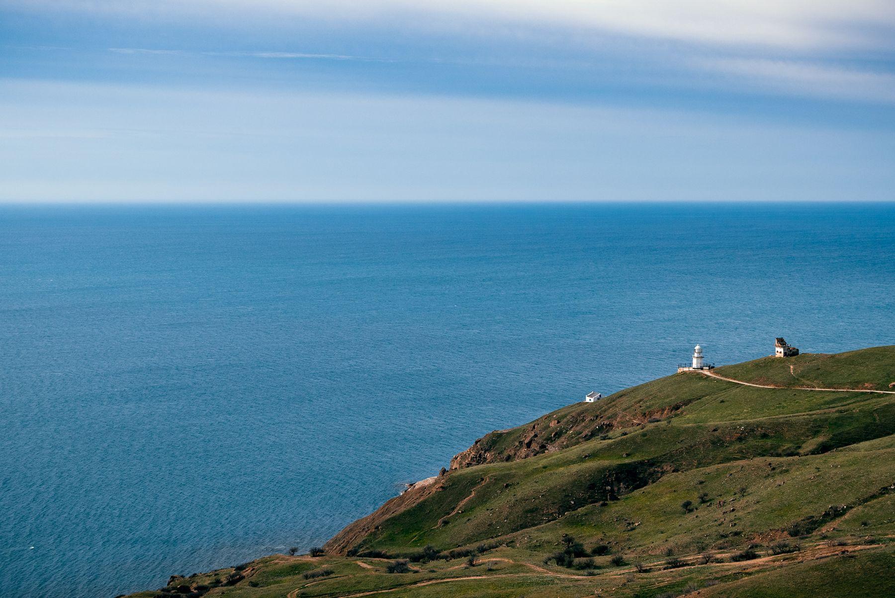 Крым, маяк на мысе Меганом