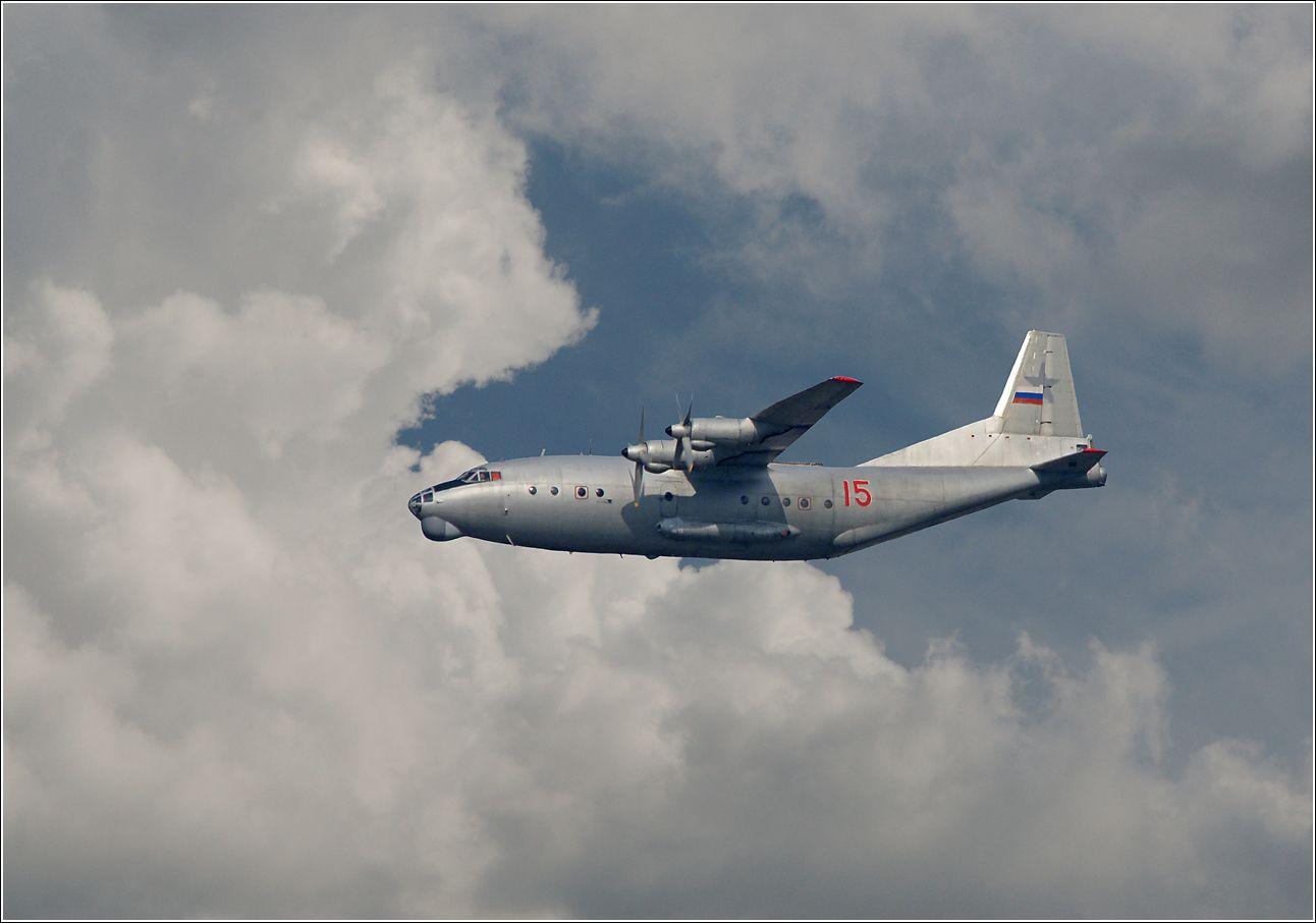 Ан-12 Ан-12 авиация самолет полет Жуковский 2012