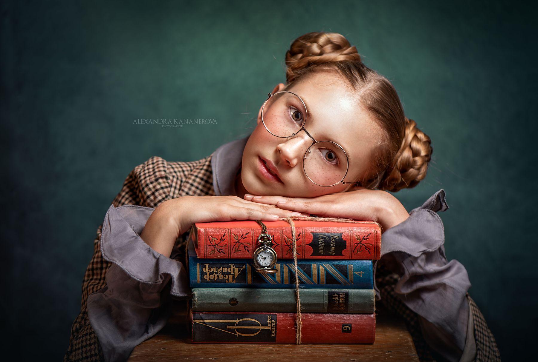 Девочка с книгами Девочка книги портрет