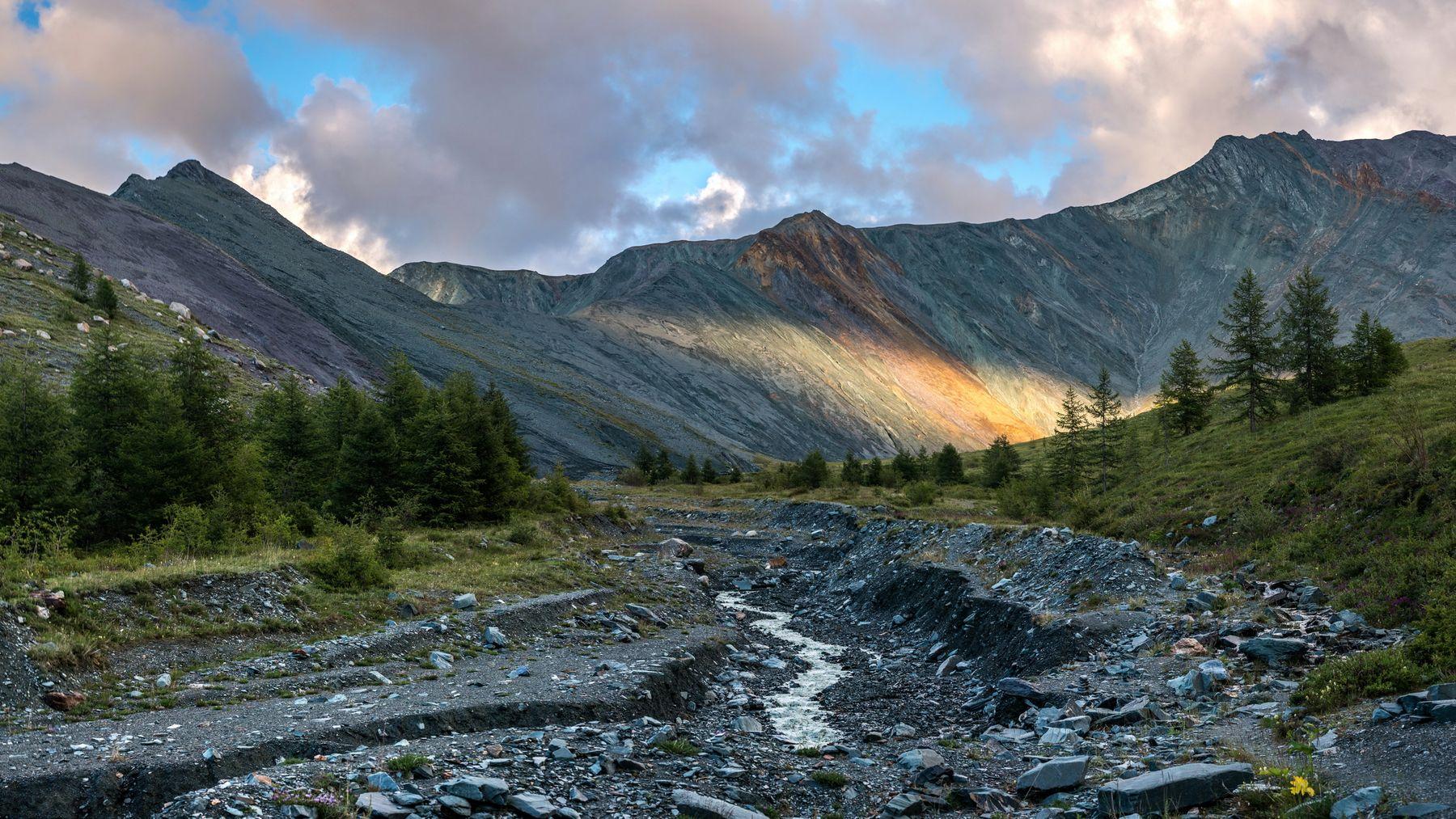 Последний солнца луч. горы алтай горный долина ярлу луч солнце пейзаж природа россия ник васильев красота вечер