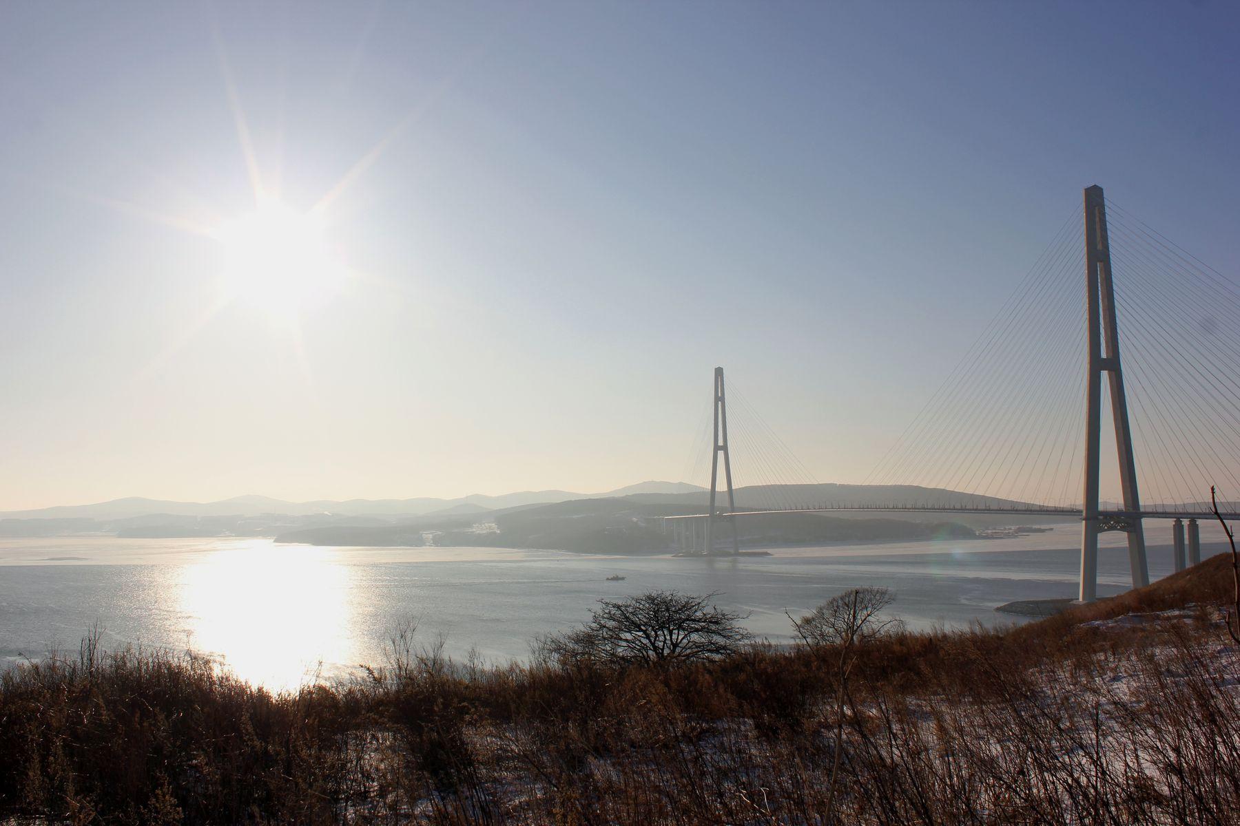 Владивосток. Зима. Мост на о. Русский.