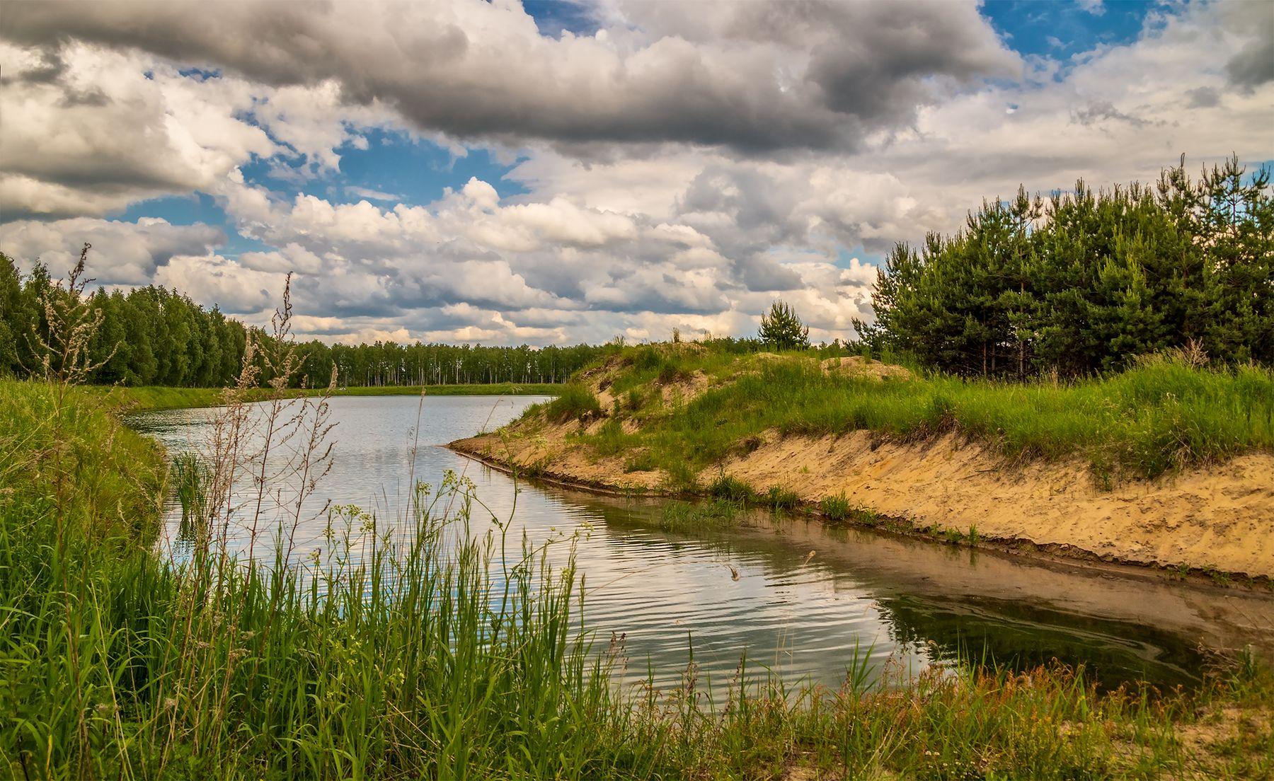 Облака на озером