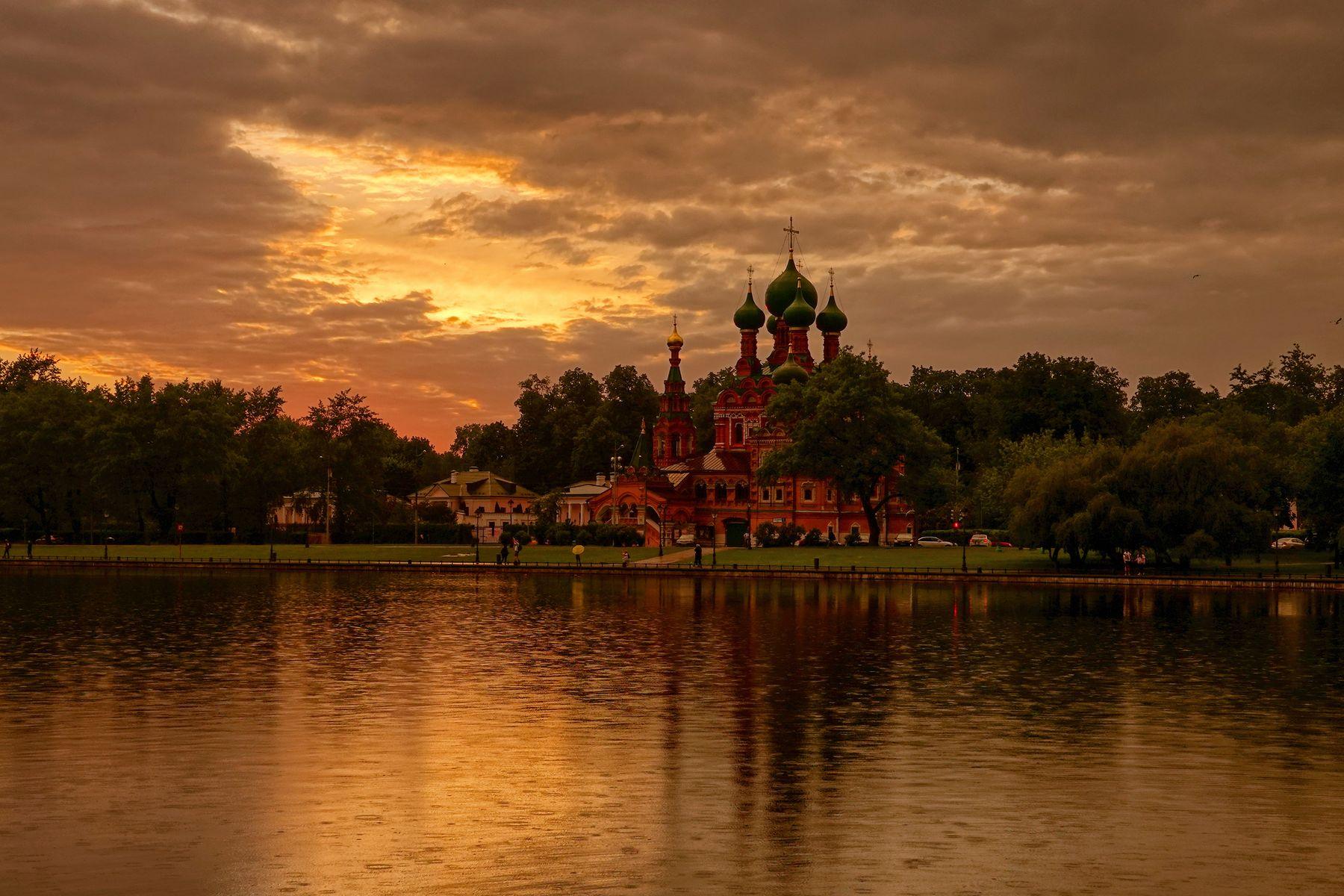 Дождливый вечер в Останкино антонмазаев antonmazaev moscow москва закат вечер пруд останкино церковь лето дождь город