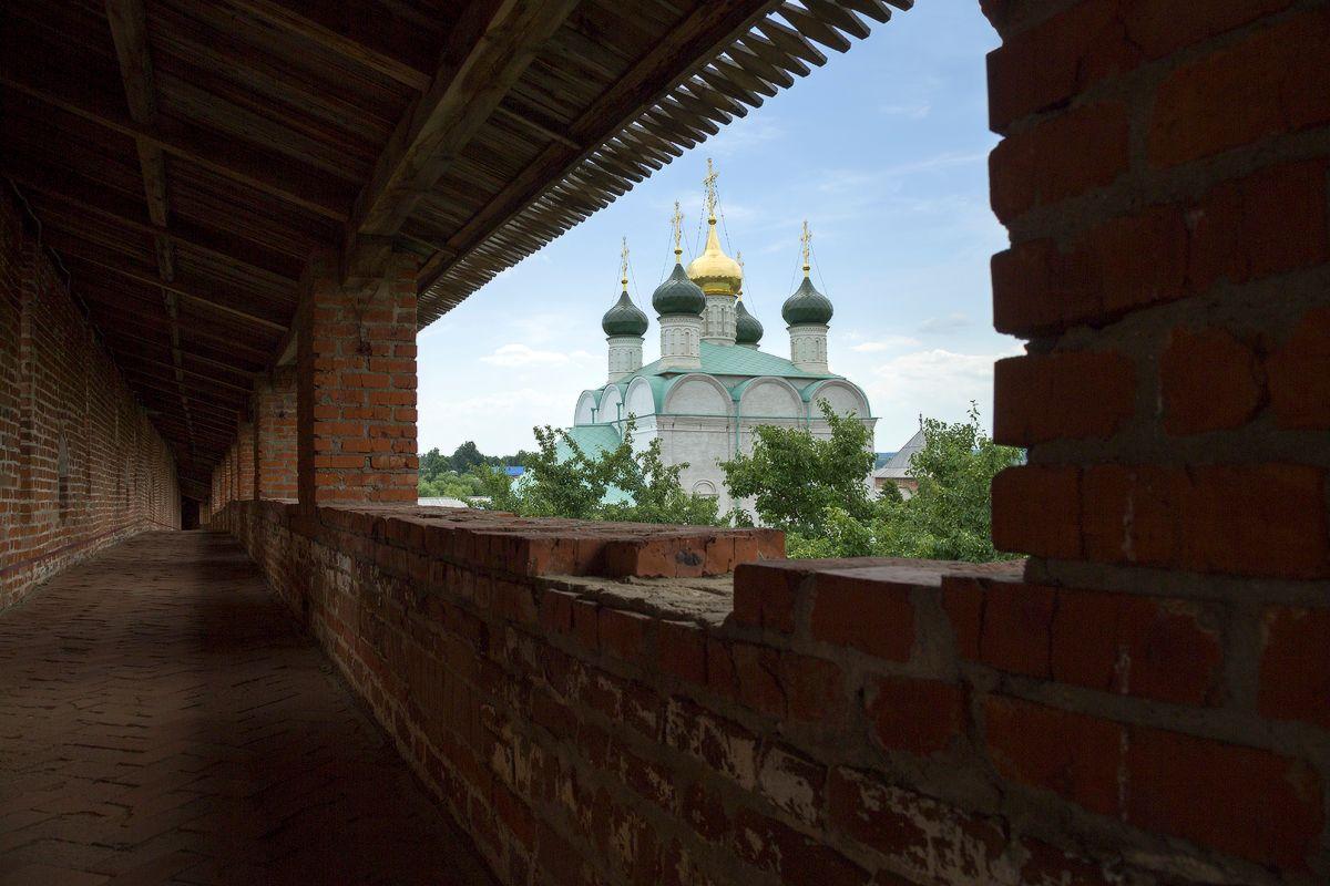 Вид с крепостной стены на Никольский собор зарайск кремль
